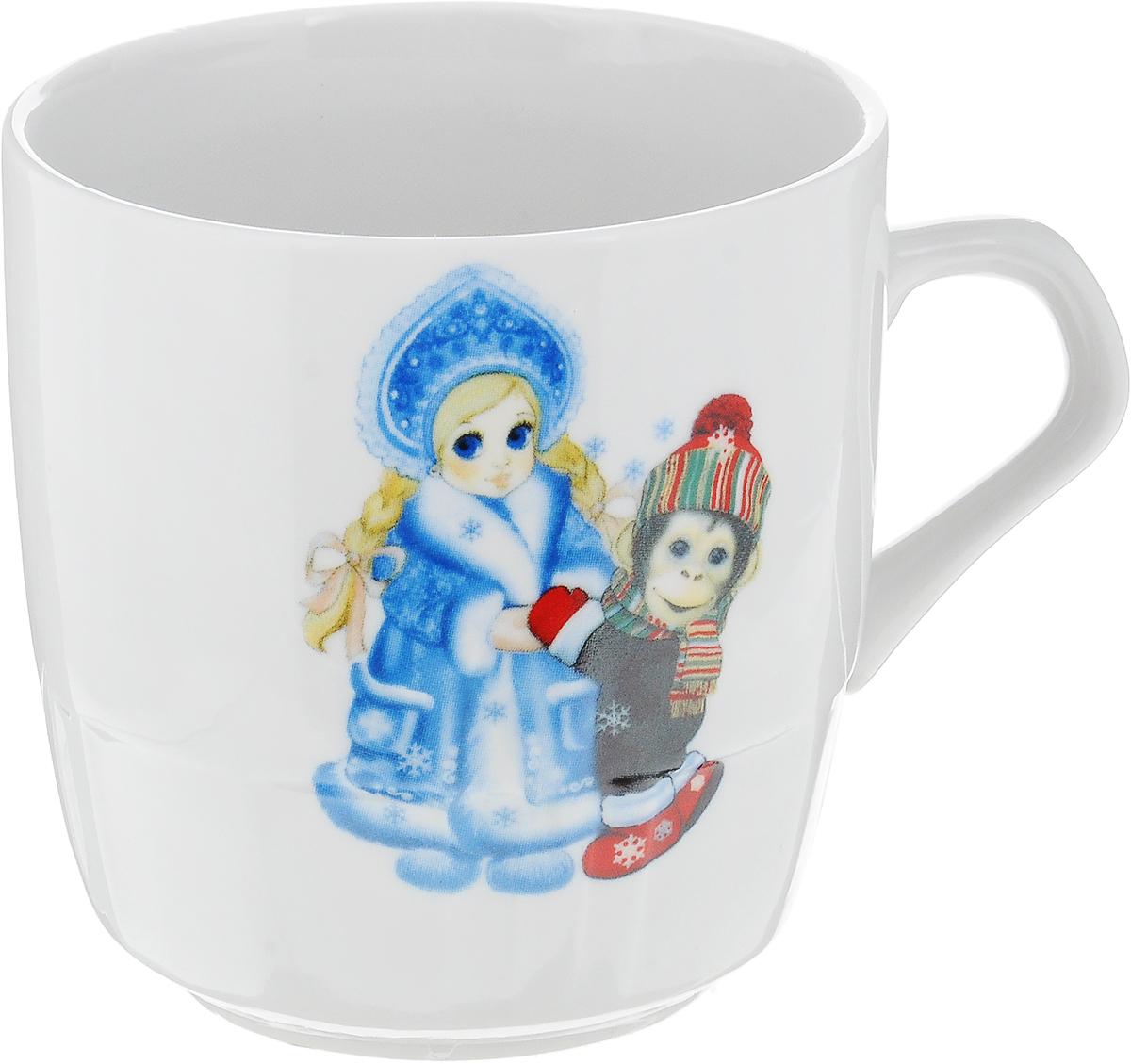 Кружка Фарфор Вербилок Новогодние обезьянки, 250 мл8712390Кружка Фарфор Вербилок Новогодние обезьянки выполнена из высококачественного фарфора с глазурованным покрытием и оформлена оригинальным принтом. Посуда из фарфора позволяет сохранить истинный вкус напитка, а также помогает ему дольше оставаться теплым. Изделие оснащено удобной ручкой. Такая кружка прекрасно оформит стол к чаепитию и станет его неизменным атрибутом. Можно мыть в посудомоечной машине и использовать в СВЧ.Диаметр кружки (по верхнему краю): 8,3 см.Высота чашки: 8,5 см.