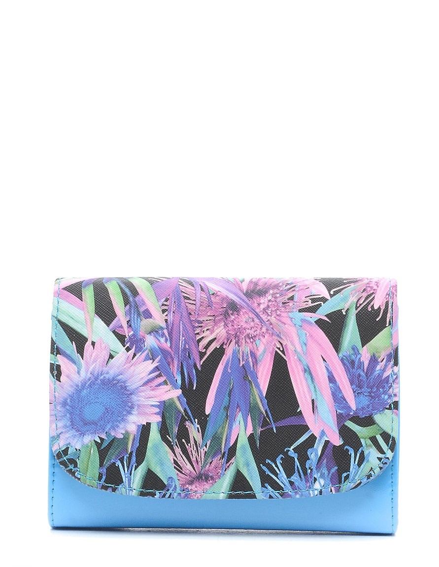 Клатч детский Vitacci, цвет: голубой. 24103-10BA9334Детский стильный клатч Vitacci выполнен из искусственной кожи на подкладке из текстиля.Клатч имеет два основных отделения между которыми находится карман на молнии. Модель застегивается на металлическую кнопку. Клатч оформлен оригинальным принтом.Клатчоснащен несъемным наплечным ремнем, который регулируется по длине.