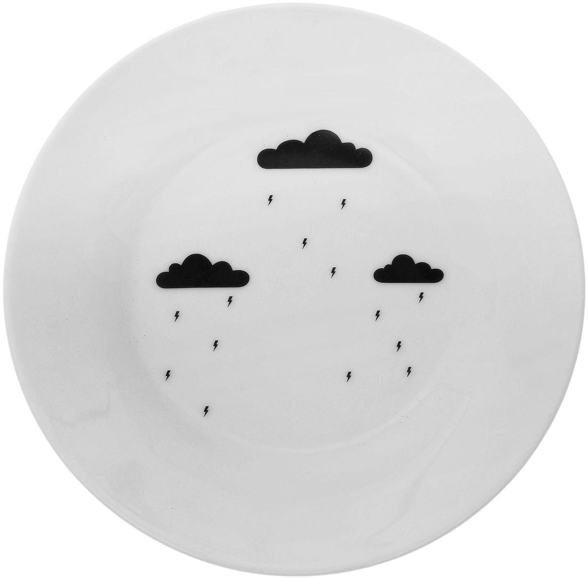 Тарелка мелкая Сотвори чудо Грозовая тучка, диаметр 15,5 смVT-1520(SR)Хотите обновить интерьер кухни или гостиной? Устраиваете необычную фотосессию или тематический праздник? А может, просто ищете подарок для близкого человека? Посуда Сотвори Чудо — правильный выбор в любой ситуации. Тарелка Сотвори Чудо, изготовленная из изящного фаянса нежного сливочного цвета, оформлена оригинальным рисунком со стойкой краской. Пригодна для посудомоечной машины.