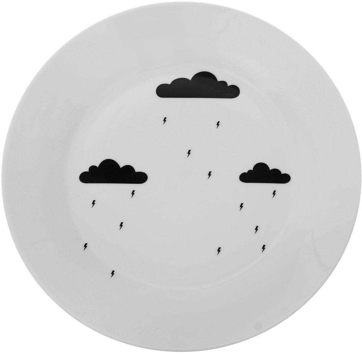 Тарелка Сотвори чудо Грозовая тучка, диаметр 23 см1661837Хотите обновить интерьер кухни или гостиной? Устраиваете необычную фотосессию или тематический праздник? А может, просто ищете подарок для близкого человека? Посуда Сотвори Чудо — правильный выбор в любой ситуации. Тарелка Сотвори Чудо, изготовленная из изящного фаянса нежного сливочного цвета, оформлена оригинальным рисунком со стойкой краской. Пригодна для посудомоечной машины.