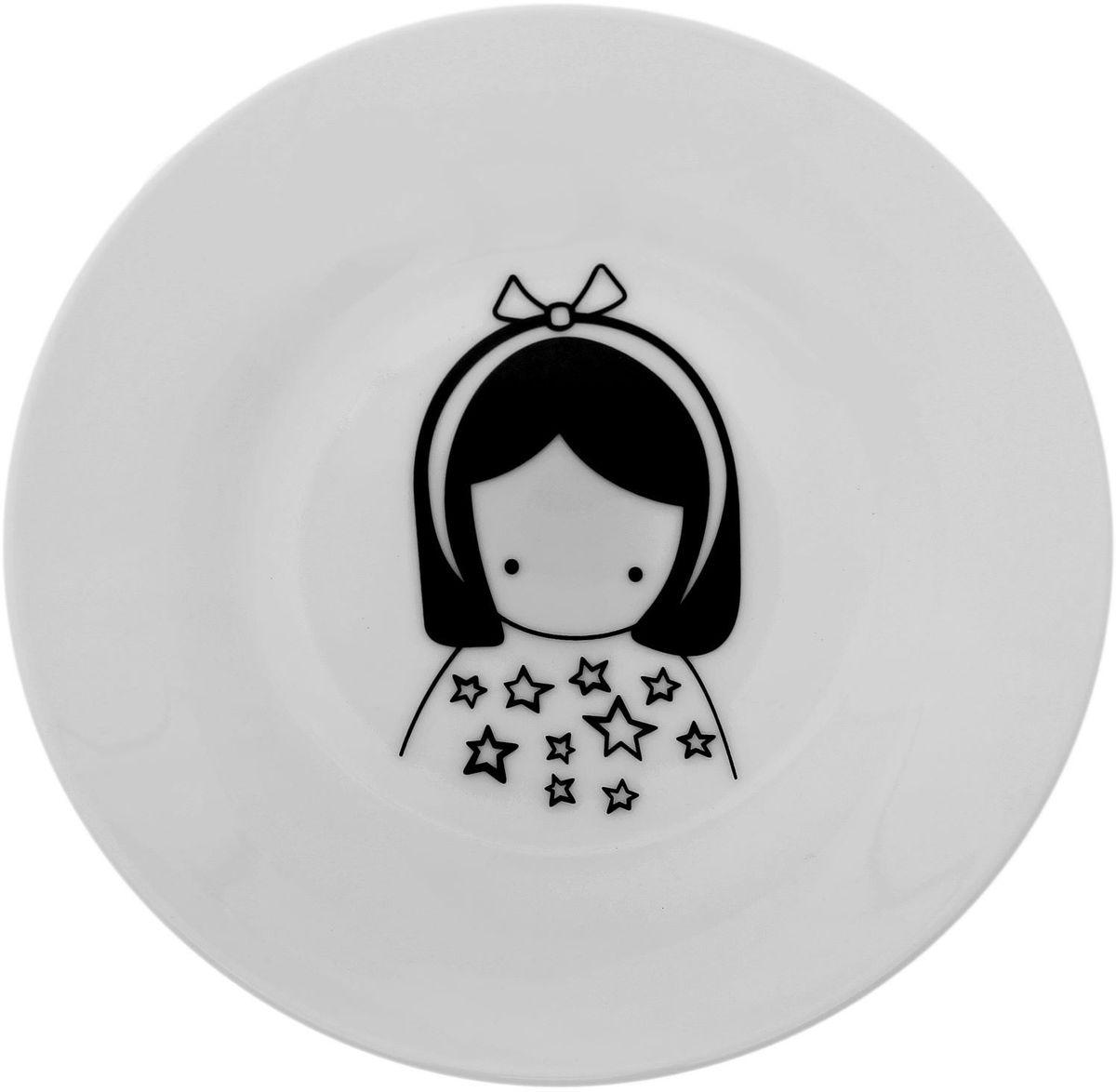 Тарелка мелкая Сотвори чудо Куколка, диаметр 15,5 см115610Хотите обновить интерьер кухни или гостиной? Устраиваете необычную фотосессию или тематический праздник? А может, просто ищете подарок для близкого человека? Посуда Сотвори Чудо — правильный выбор в любой ситуации. Тарелка Сотвори Чудо, изготовленная из изящного фаянса нежного сливочного цвета, оформлена оригинальным рисунком со стойкой краской. Пригодна для посудомоечной машины.