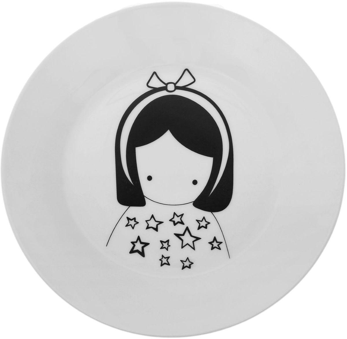 Тарелка Сотвори чудо Куколка, диаметр 23 см115510Хотите обновить интерьер кухни или гостиной? Устраиваете необычную фотосессию или тематический праздник? А может, просто ищете подарок для близкого человека? Посуда Сотвори Чудо — правильный выбор в любой ситуации. Тарелка Сотвори Чудо, изготовленная из изящного фаянса нежного сливочного цвета, оформлена оригинальным рисунком со стойкой краской. Пригодна для посудомоечной машины.