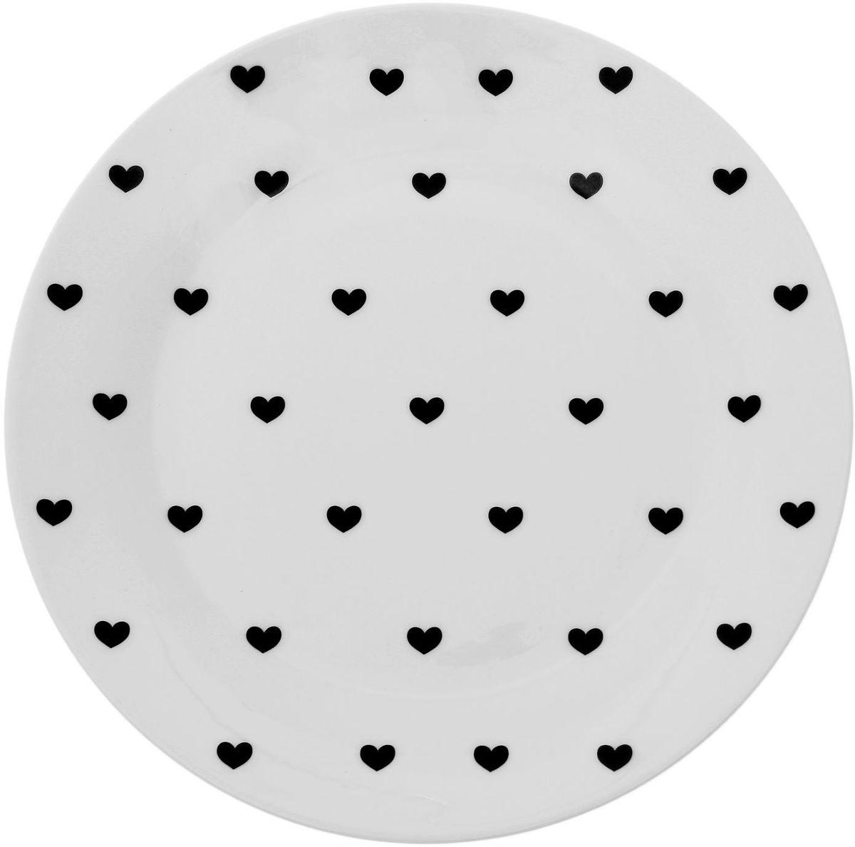 Тарелка мелкая Сотвори чудо Маленькое сердце, диаметр 23 см54 009312Хотите обновить интерьер кухни или гостиной? Устраиваете необычную фотосессию или тематический праздник? А может, просто ищете подарок для близкого человека? Посуда Сотвори Чудо — правильный выбор в любой ситуации. Тарелка Сотвори Чудо, изготовленная из изящного фаянса нежного сливочного цвета, оформлена оригинальным рисунком со стойкой краской. Пригодна для посудомоечной машины.