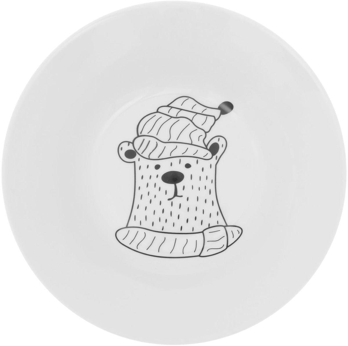 Тарелка глубокая Сотвори чудо Полярный мишка, диаметр 20 см115510Хотите обновить интерьер кухни или гостиной? Устраиваете необычную фотосессию или тематический праздник? А может, просто ищете подарок для близкого человека? Посуда Сотвори Чудо — правильный выбор в любой ситуации. Тарелка Сотвори Чудо, изготовленная из изящного фаянса нежного сливочного цвета, оформлена оригинальным рисунком со стойкой краской. Пригодна для посудомоечной машины.