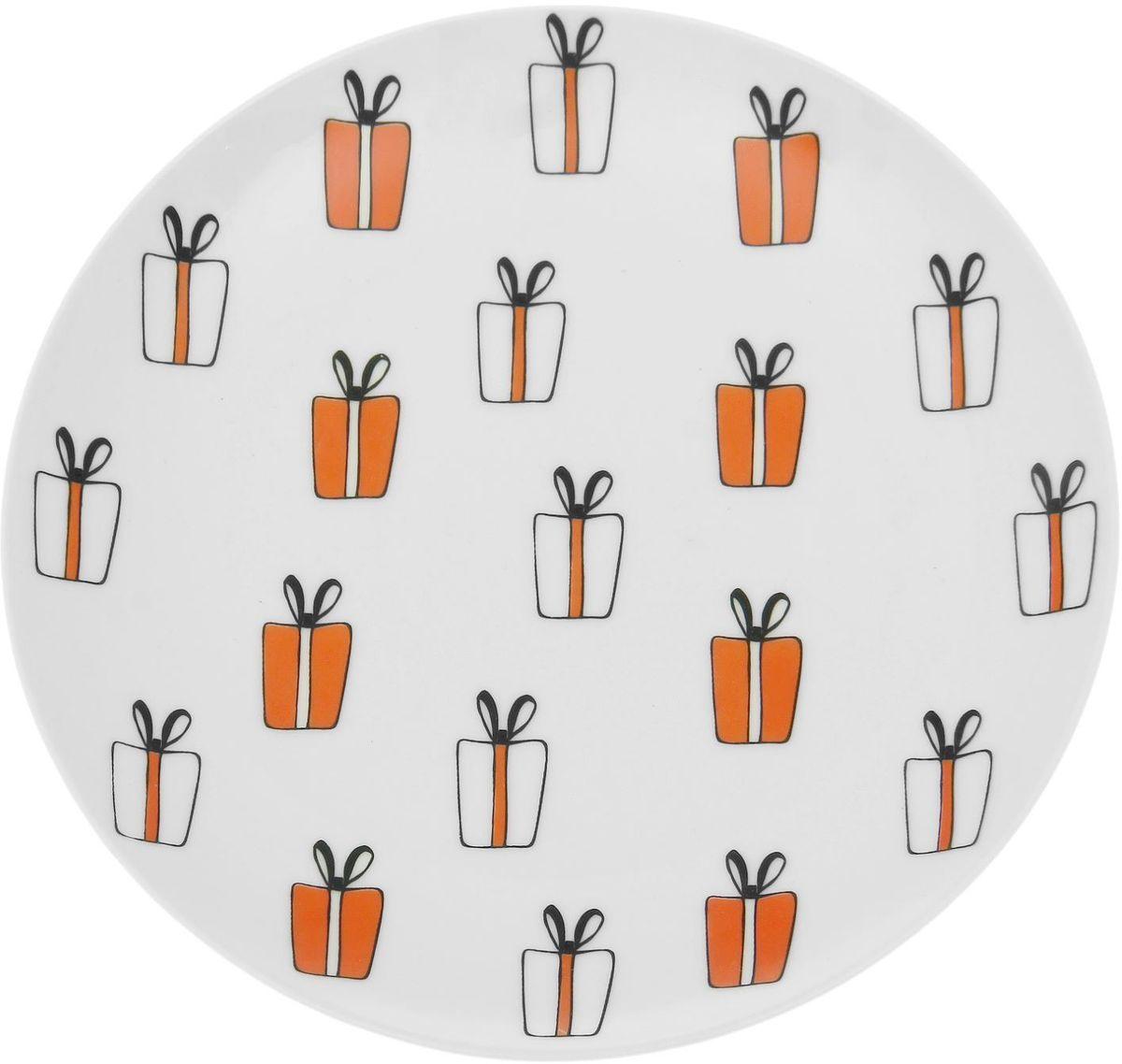 Тарелка мелкая Сотвори чудо My Happy Gifts, диаметр 20 смFS-91909Хотите обновить интерьер кухни или гостиной? Устраиваете необычную фотосессию или тематический праздник? А может, просто ищете подарок для близкого человека? Посуда Сотвори Чудо — правильный выбор в любой ситуации. Тарелка Сотвори Чудо, изготовленная из изящного фаянса нежного сливочного цвета, оформлена оригинальным рисунком со стойкой краской. Пригодна для посудомоечной машины.
