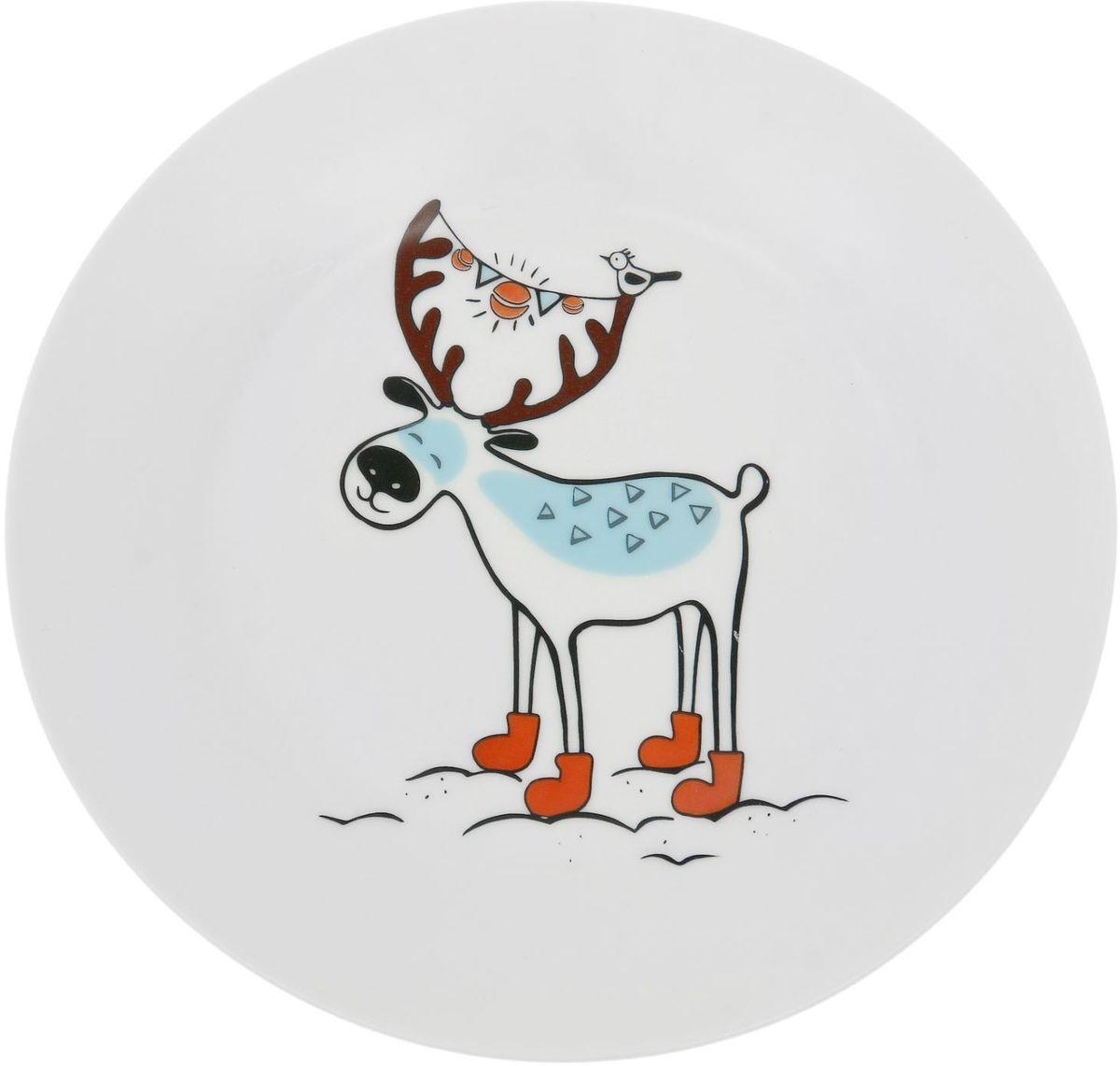 Тарелка мелкая Сотвори чудо Северный олень, диаметр 20 см54 009312Хотите обновить интерьер кухни или гостиной? Устраиваете необычную фотосессию или тематический праздник? А может, просто ищете подарок для близкого человека? Посуда Сотвори Чудо — правильный выбор в любой ситуации. Тарелка Сотвори Чудо, изготовленная из изящного фаянса нежного сливочного цвета, оформлена оригинальным рисунком со стойкой краской. Пригодна для посудомоечной машины.