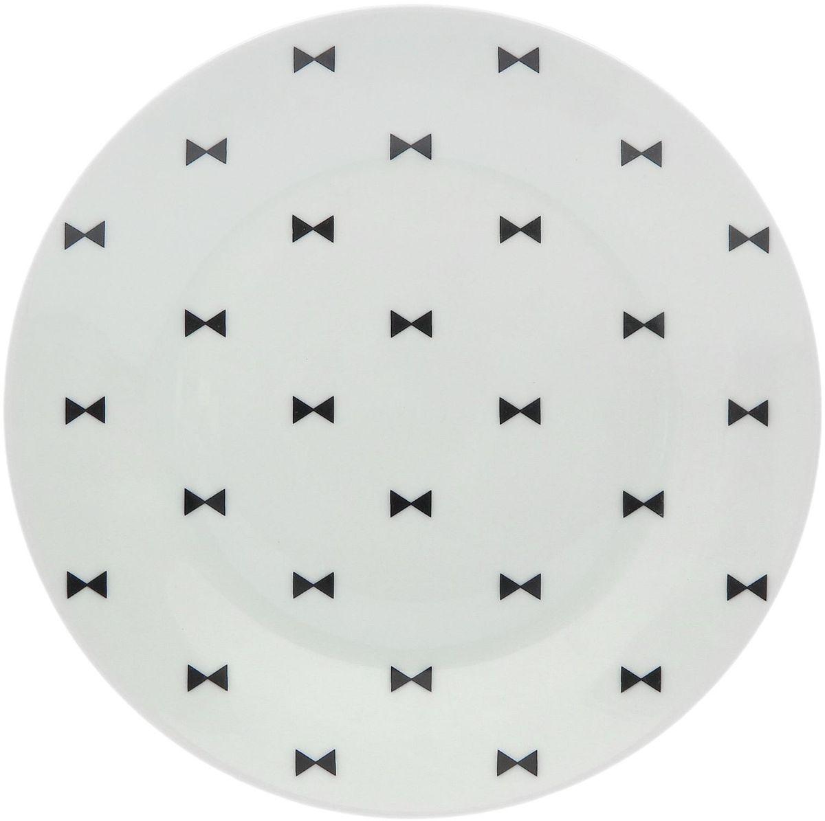 Тарелка мелкая Сотвори чудо Бантик, диаметр 20 см115610Хотите обновить интерьер кухни или гостиной? Устраиваете необычную фотосессию или тематический праздник? А может, просто ищете подарок для близкого человека? Посуда Сотвори Чудо — правильный выбор в любой ситуации. Тарелка Сотвори Чудо, изготовленная из изящного фаянса нежного сливочного цвета, оформлена оригинальным рисунком со стойкой краской. Пригодна для посудомоечной машины.