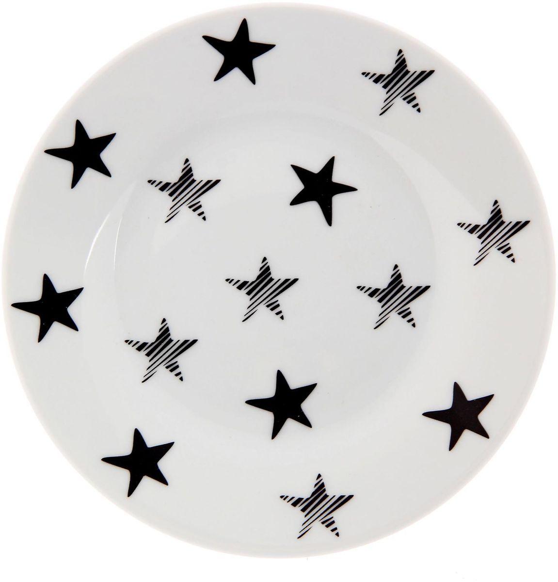 Тарелка мелкая Сотвори чудо My Little Star, диаметр 15,5 см54 009312Хотите обновить интерьер кухни или гостиной? Устраиваете необычную фотосессию или тематический праздник? А может, просто ищете подарок для близкого человека? Посуда Сотвори Чудо — правильный выбор в любой ситуации. Тарелка Сотвори Чудо, изготовленная из изящного фаянса нежного сливочного цвета, оформлена оригинальным рисунком со стойкой краской. Пригодна для посудомоечной машины.