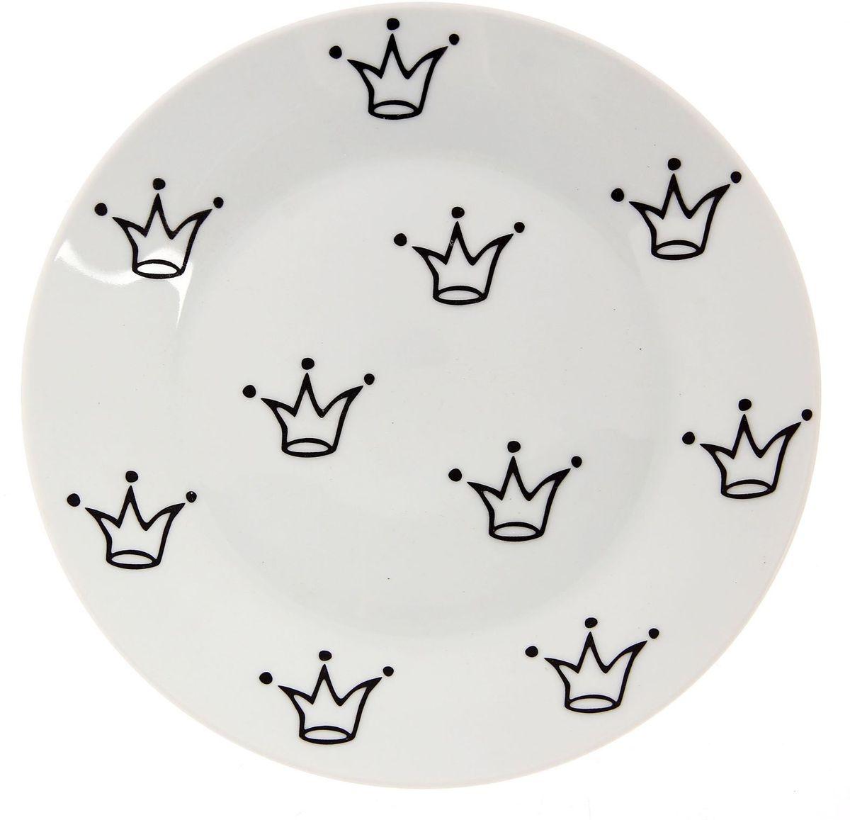 Тарелка мелкая Сотвори чудо My Little Crown, диаметр 20 см. 227786754 009312Хотите обновить интерьер кухни или гостиной? Устраиваете необычную фотосессию или тематический праздник? А может, просто ищете подарок для близкого человека? Посуда Сотвори Чудо — правильный выбор в любой ситуации. Тарелка Сотвори Чудо, изготовленная из изящного фаянса нежного сливочного цвета, оформлена оригинальным рисунком со стойкой краской. Пригодна для посудомоечной машины.
