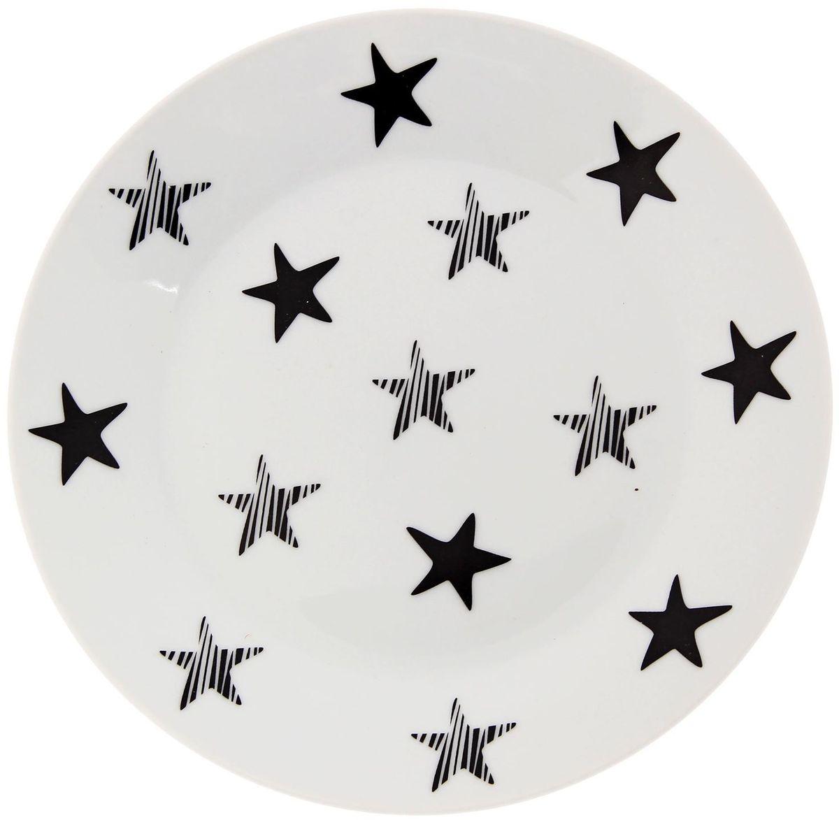 Тарелка мелкая Сотвори чудо My Little Star, диаметр 20 см2277868Хотите обновить интерьер кухни или гостиной? Устраиваете необычную фотосессию или тематический праздник? А может, просто ищете подарок для близкого человека? Посуда Сотвори Чудо — правильный выбор в любой ситуации. Тарелка Сотвори Чудо, изготовленная из изящного фаянса нежного сливочного цвета, оформлена оригинальным рисунком со стойкой краской. Пригодна для посудомоечной машины.