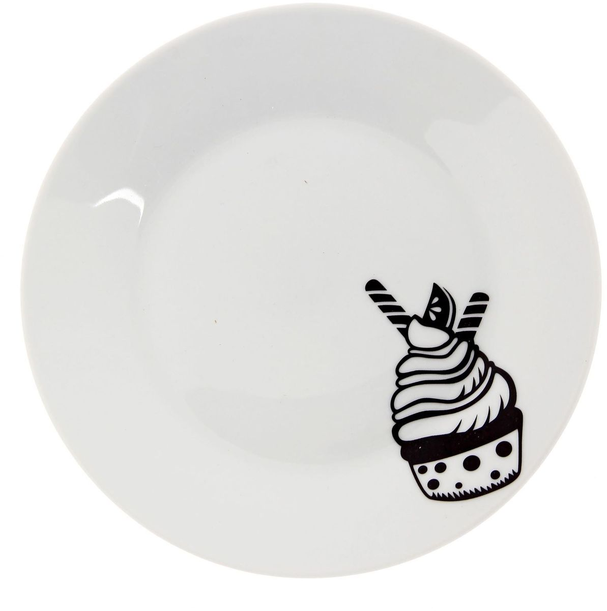 Тарелка мелкая Сотвори чудо Маффин, диаметр 20 см115510Хотите обновить интерьер кухни или гостиной? Устраиваете необычную фотосессию или тематический праздник? А может, просто ищете подарок для близкого человека? Посуда Сотвори Чудо — правильный выбор в любой ситуации. Тарелка Сотвори Чудо, изготовленная из изящного фаянса нежного сливочного цвета, оформлена оригинальным рисунком со стойкой краской. Пригодна для посудомоечной машины.
