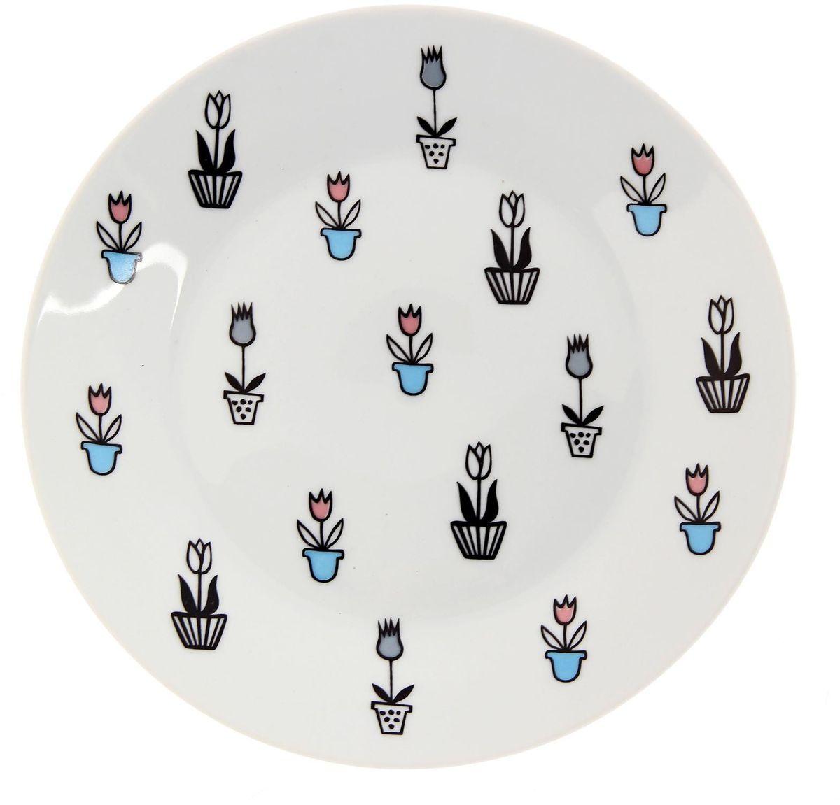 Тарелка мелкая Сотвори чудо Тюльпаны, диаметр 20 смVT-1520(SR)Хотите обновить интерьер кухни или гостиной? Устраиваете необычную фотосессию или тематический праздник? А может, просто ищете подарок для близкого человека? Посуда Сотвори Чудо — правильный выбор в любой ситуации. Тарелка Сотвори Чудо, изготовленная из изящного фаянса нежного сливочного цвета, оформлена оригинальным рисунком со стойкой краской. Пригодна для посудомоечной машины.