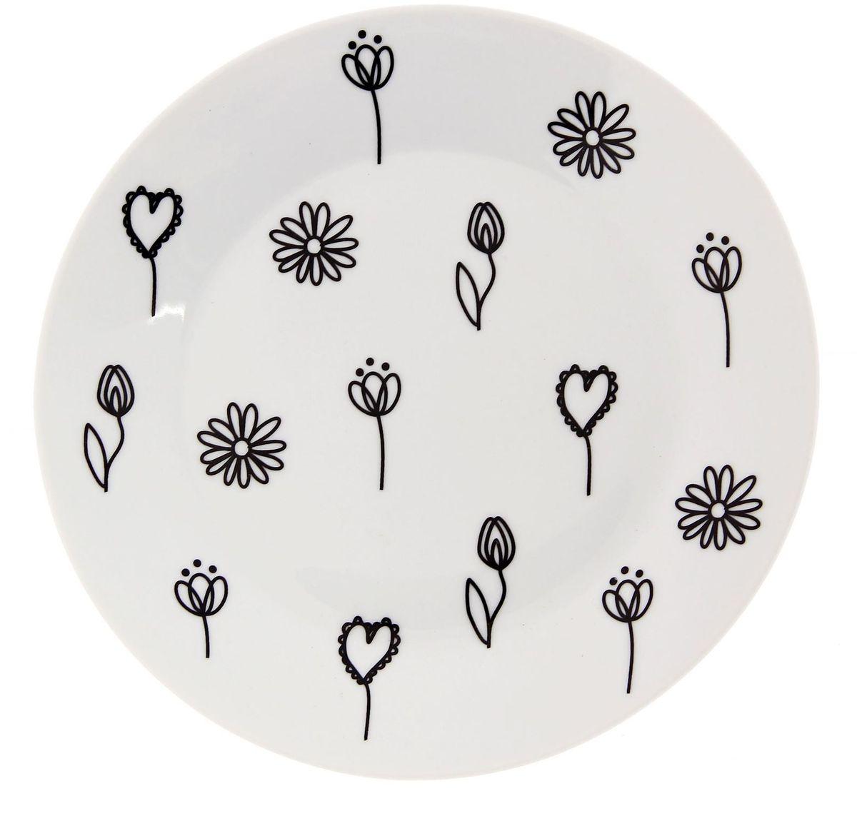 Тарелка мелкая Сотвори чудо Черный цветок, диаметр 20 см2277881Хотите обновить интерьер кухни или гостиной? Устраиваете необычную фотосессию или тематический праздник? А может, просто ищете подарок для близкого человека? Посуда Сотвори Чудо — правильный выбор в любой ситуации. Тарелка Сотвори Чудо, изготовленная из изящного фаянса нежного сливочного цвета, оформлена оригинальным рисунком со стойкой краской. Пригодна для посудомоечной машины.