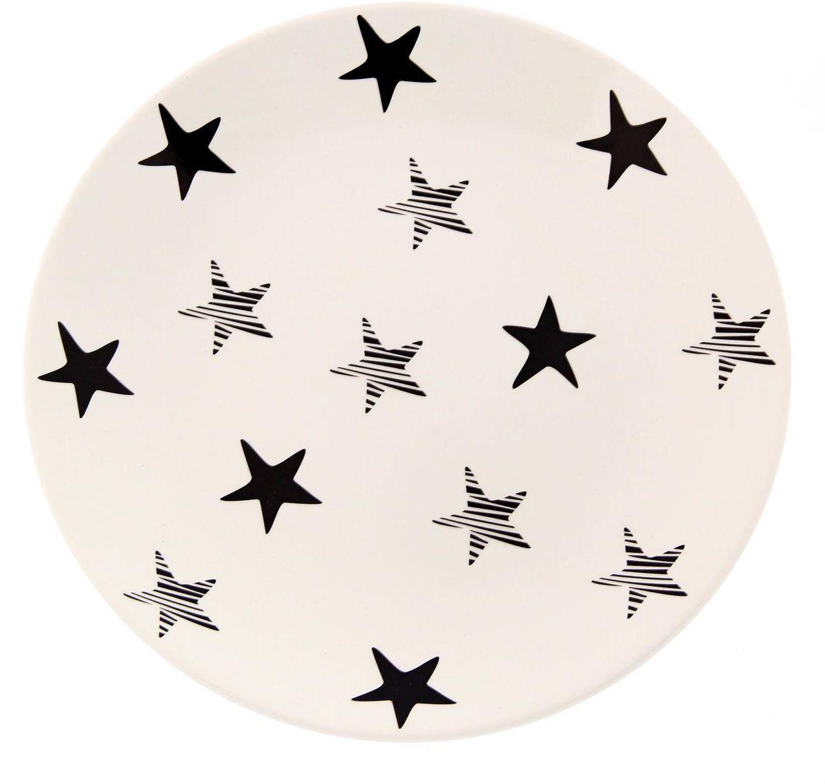 Тарелка Сотвори чудо My Little Star, диаметр 22 смFS-91909Хотите обновить интерьер кухни или гостиной? Устраиваете необычную фотосессию или тематический праздник? А может, просто ищете подарок для близкого человека? Посуда Сотвори Чудо — правильный выбор в любой ситуации. Тарелка Сотвори Чудо, изготовленная из изящного фаянса нежного сливочного цвета, оформлена оригинальным рисунком со стойкой краской. Пригодна для посудомоечной машины.