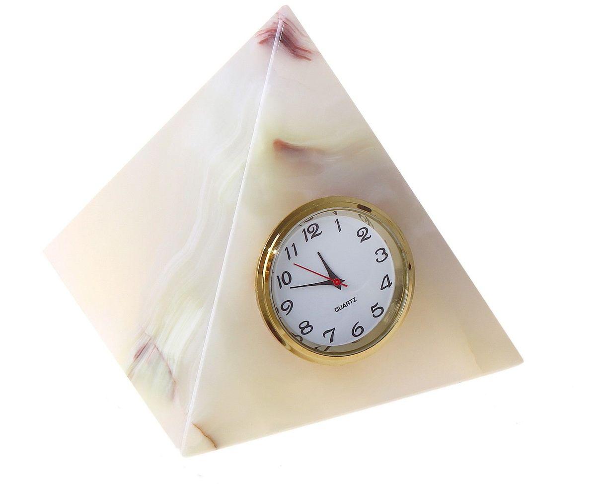 Часы Sima-land Пирамида, 7,5 х 7,5 х 9 смRAR502Часы Sima-land Пирамида 3 прекрасно дополнят интерьер вашей комнаты. Корпус выполнен из натурального оникса. Циферблат круглой формы, оформленный крупными арабскими цифрами, защищен стеклом. Благодаря устойчивой поверхности часы можно поставить в любое удобное для вас место. Часы работают от батарейки (не входит в комплект).Диаметр циферблата: 3,5 см. Размер часов: 7,5 см х 7,5 см х 9 см.УВАЖАЕМЫЕ КЛИЕНТЫ!Обращаем ваше внимание на тот факт, что цветовой оттенок товара может отличатся от представленного на изображении, поскольку корпус часов выполнен из натурального камня. Учитывайте это при оформлении заказа.
