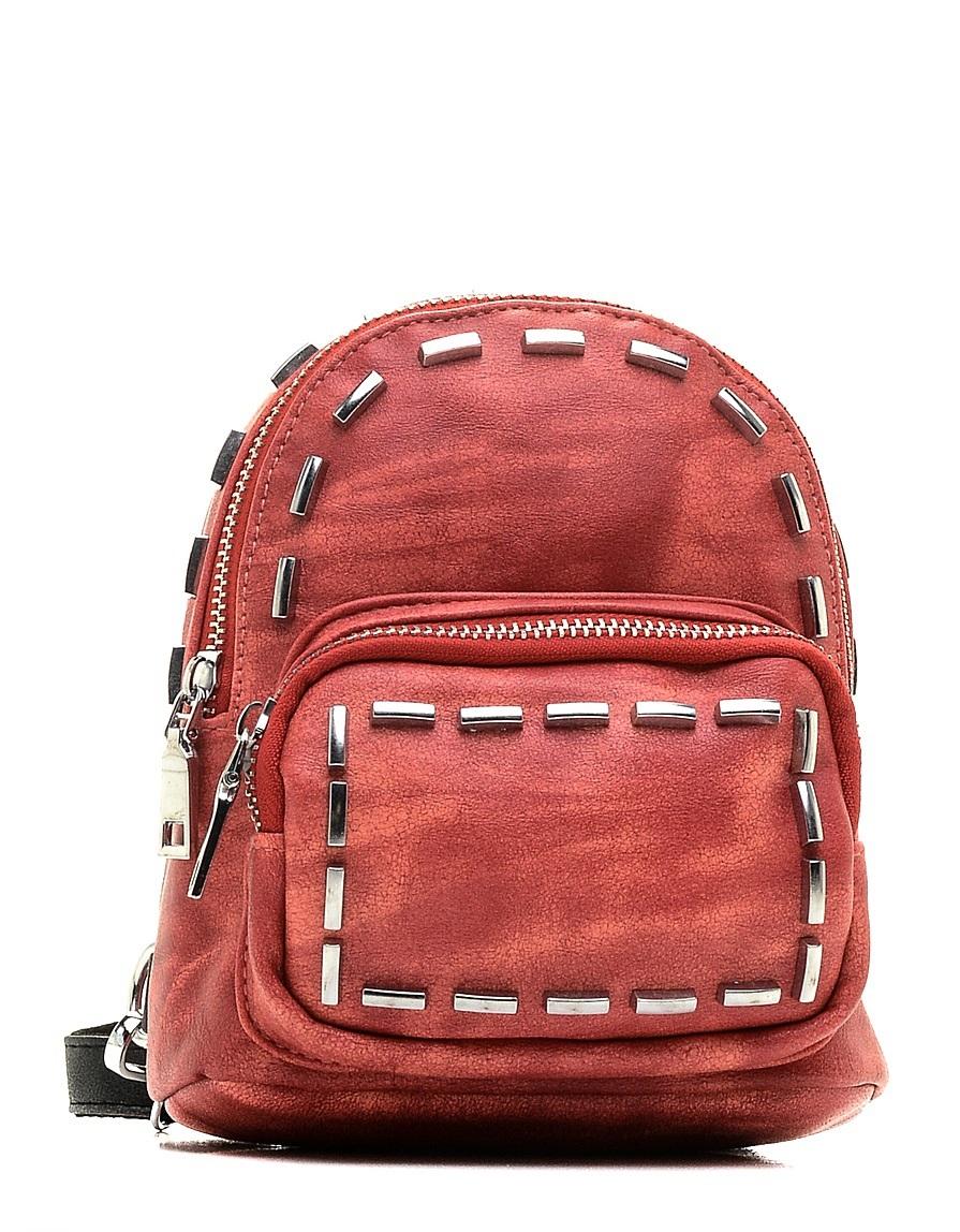 Рюкзак детский Vitacci, цвет: красный. 24215-571069с-2Детский стильный рюкзак Vitacci выполнен из искусственной кожи на подкладке из текстиля.Рюкзак имеет одно вместительное отделение и застегивается на застежку-молнию. Внутри модель дополнена одним втачным карманом на молнии и накладным открытым. Перед рюкзака имеет накладной кармашек на молнии. Рюкзак оформлен оригинальными металлическими вставками.Изделие оснащено съемными наплечными лямками, которые регулируются по длине.
