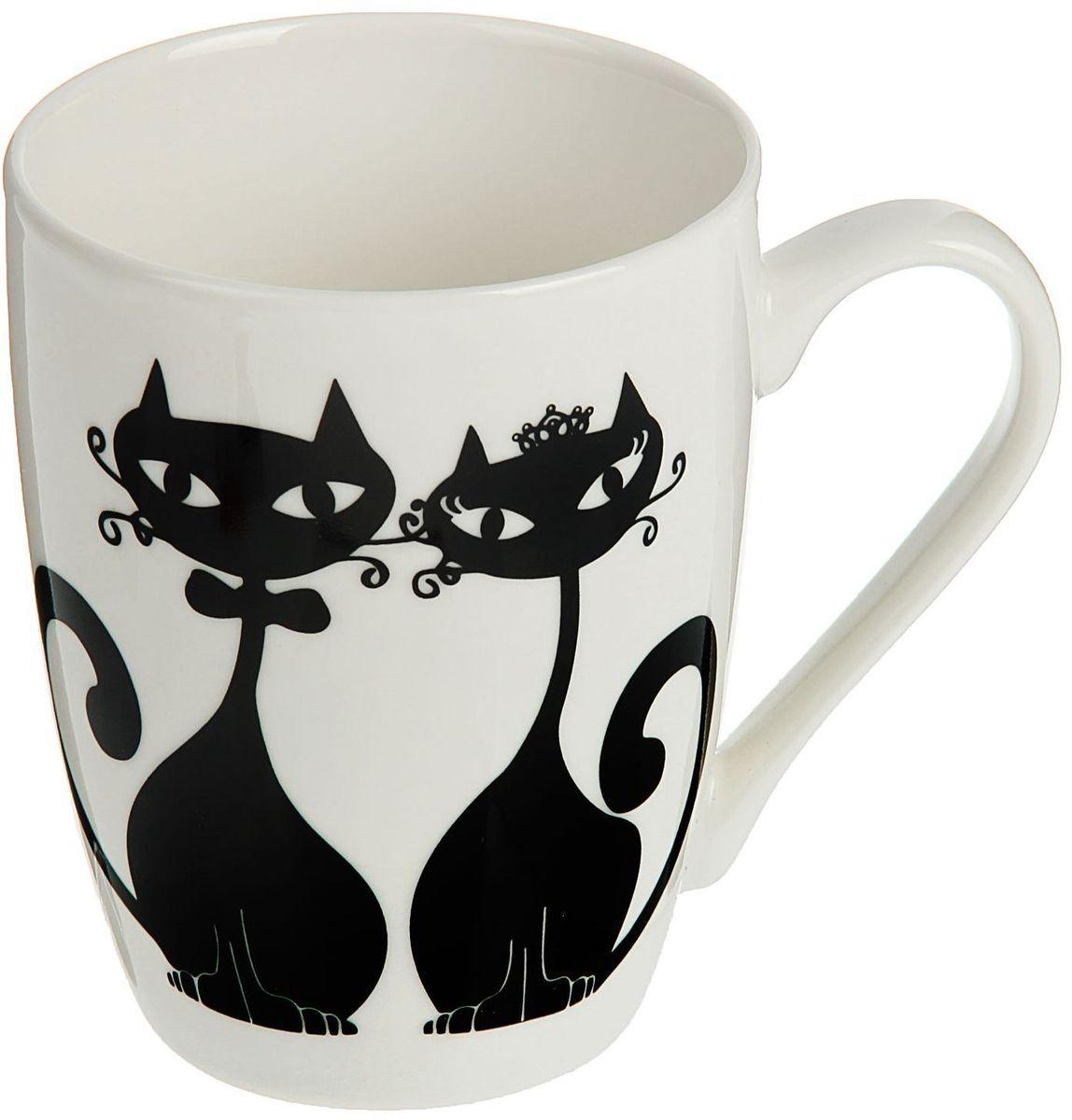 Кружка Доляна Влюбленные коты, 350 мл1116754Кружка Доляна Влюбленные коты изготовлена из керамики. Она украшена оригинальным рисунком с кошками.Кружка станет отличным подарком для родных и близких. Это любимый аксессуар на долгие годы. Относитесь к изделию бережно, и оно будет дарить прекрасное настроение каждый день.