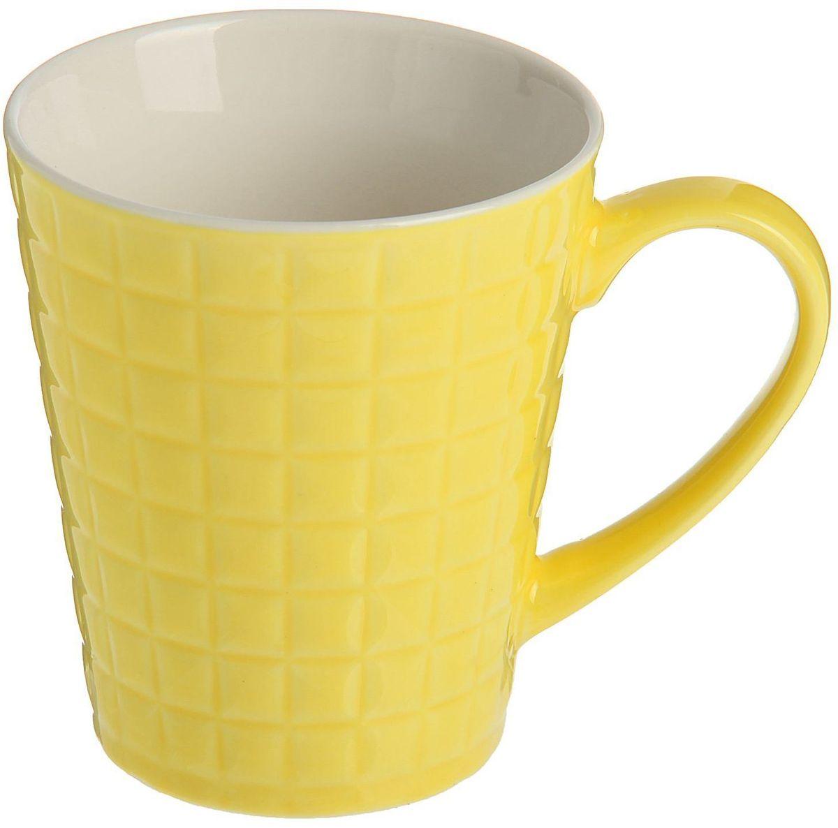 Кружка Доляна Квадрат, цвет: желтый, 320 мл68/5/4Кружка Доляна Квадрат изготовлена из керамики. Корпус украшен квадратами.Кружка станет отличным подарком для родных и близких. Это любимый аксессуар на долгие годы. Относитесь к изделию бережно, и оно будет дарить прекрасное настроение каждый день.