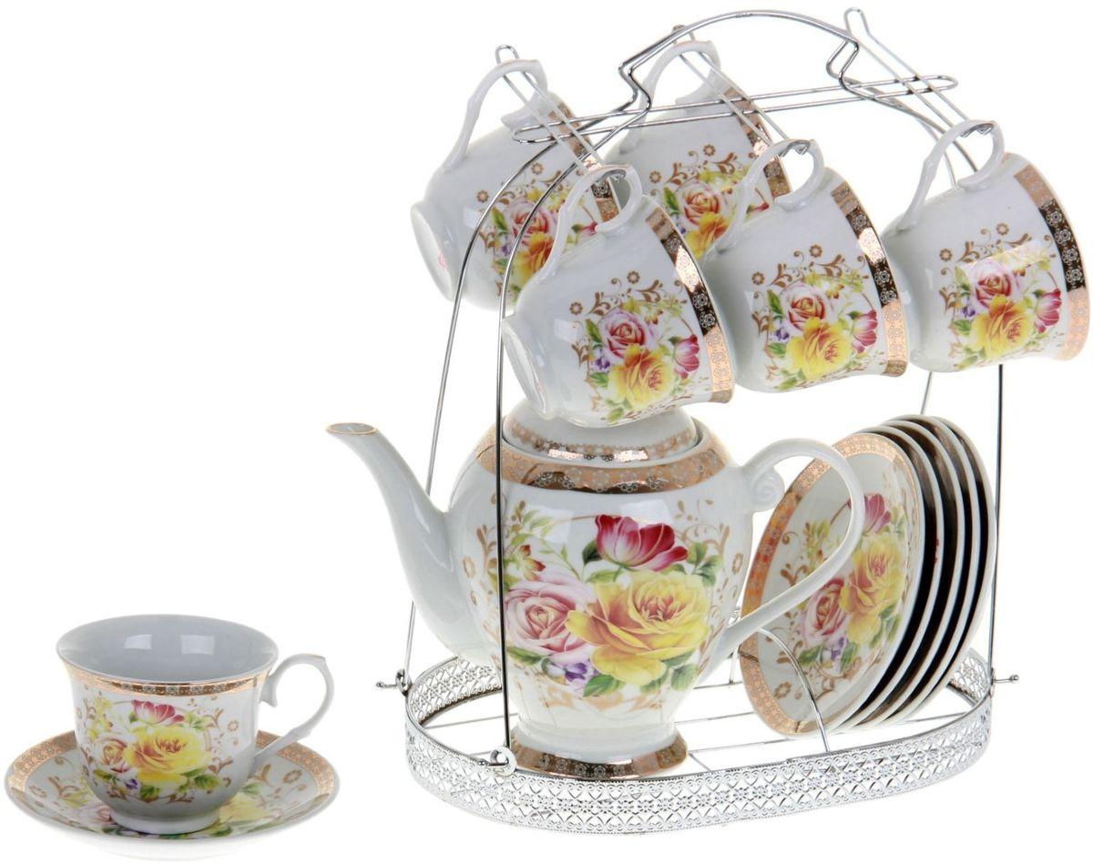 Сервиз чайный Доляна Элеонора, 13 предметовVT-1520(SR)Бывали ли вы на таких чаепитиях, после которых в душу вселяется радость, а в гостеприимный дом хочется возвращаться снова и снова? Наверняка вы помните это приятное ощущение.А разве не хотели бы вы устраивать такие приёмы сами? Чайный сервиз «Элеонора» — первый шаг на пути к достижению вершин гостеприимства.Тринадцать предметов, изящно расписанных золотистыми и цветочными узорами, радуют глаз уже сами по себе, а уж какое удовольствие испытает гость, когда чашки наполнятся ароматным чаем! Удобную ручку легко держать, а ободки игриво поблёскивают в свете ламп. Разве это идёт в какое-то сравнение с впечатлением от старой облупившейся посуды?Простая замена сервиза может превратить обычное чаепитие в незабываемое событие. Проверьте это сами!В сервиз «Элеонора» входят:чайник (800 мл) — 1 шт.,чашка (220 мл) — 6 шт.,блюдце — 6 шт.При всём изяществе керамическая посуда отличается неприхотливостью и не требует особых условий хранения. Она подходит для повседневного использования и мытья в посудомоечных машинах. Однако нескольких простых правил всё же стоит придерживаться:не допускать падения посуды с высоты;избегать использования при экстремально низких и высоких температурах;избегать прямого контакта с огнём;не разогревать в микроволновых печах.