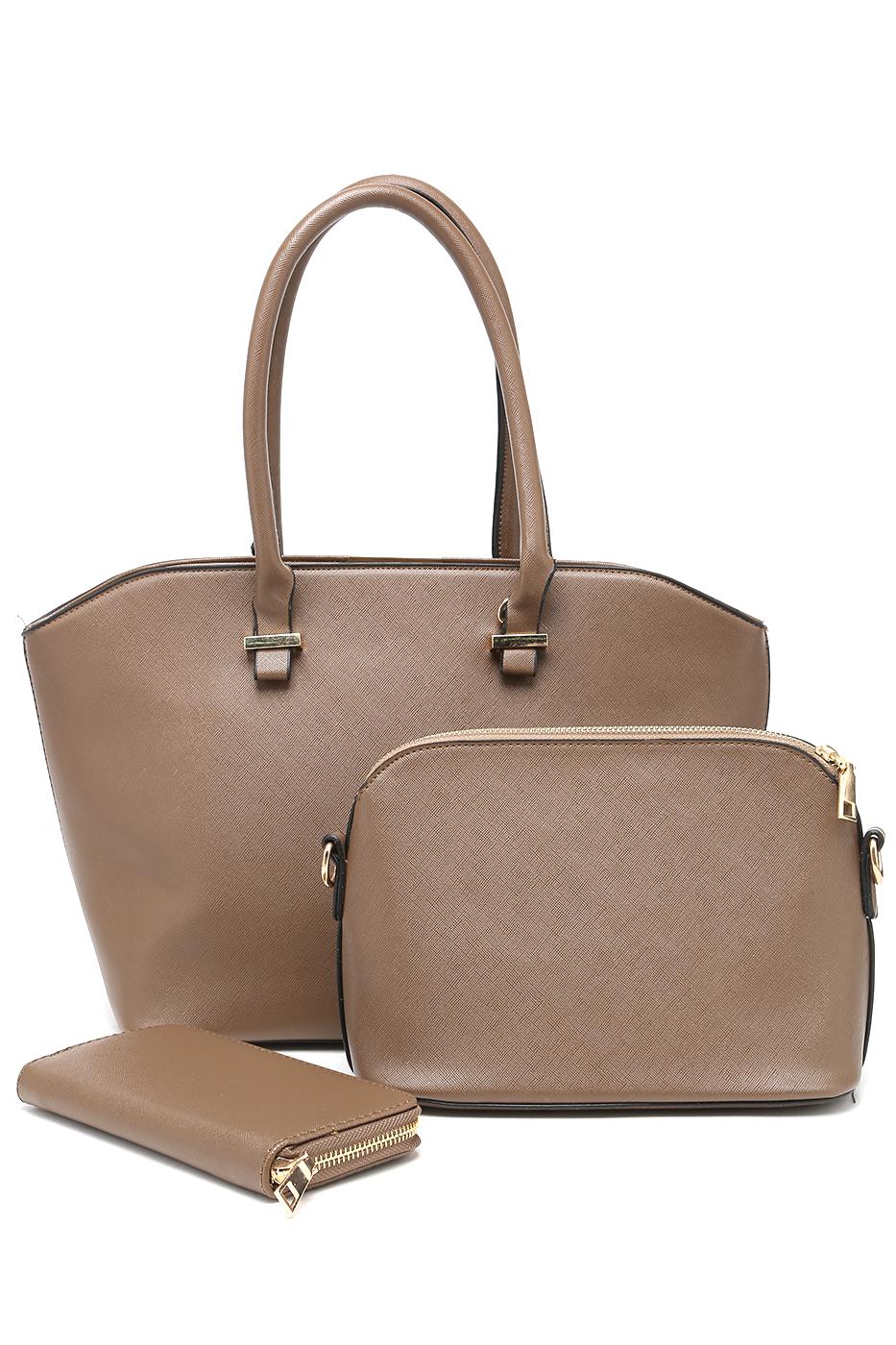Комплект женский DDA: сумка, клатч, кошелек, цвет: коричневый. WB-1014BG967-637T-17s-01-42Комплект женский DDA выполнен из экокожи. В комплект к сумке идет сумка-клатч и кошелек.Сумка с одним отделением, застегивается на молнию, задняя стенка оформлена прорезным карманом на молнии. Внутри прорезной карман на молнии и два накладных кармана. Модель дополнена регулируемым по длине наплечным ремнем на карабинах.Клатч с одним отделением, застегивается на молнию, внутри у модели прорезной карман на молнии и два накладных кармана, дополнен наплечным ремнем на карабинах.Кошелек с двумя отделениями, карман-средник для мелочи на молнии, имеется 8 отделений для карточек.