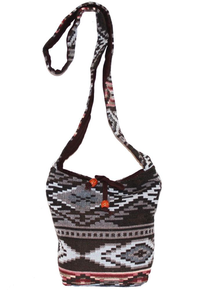Сумка женская Ethnica, цвет: коричневый, мультиколор. 2031508-2Женская сумка Ethnica изготовлена из текстиля. Дополнена модель широкой удобной лямкой и украшена тонкой вышивкой. Застегивается изделие на застежку-молнию.