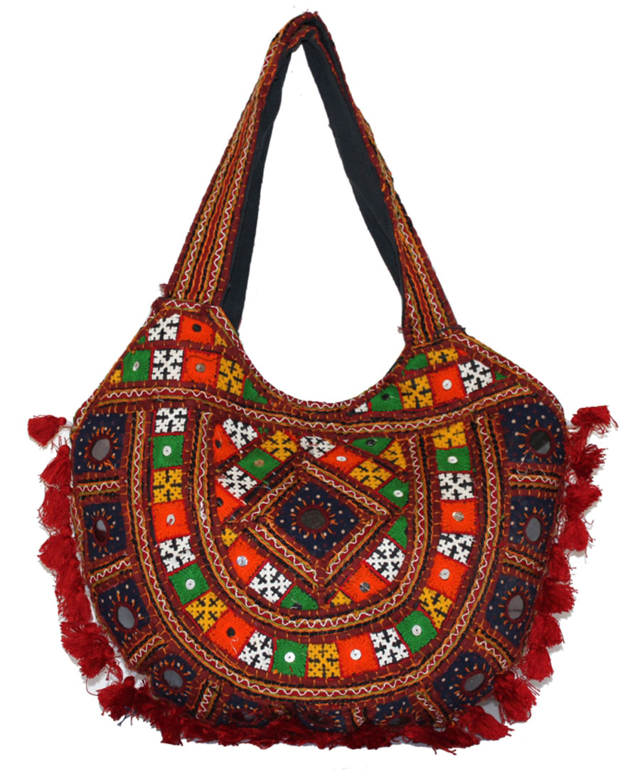 Сумка женская Ethnica, цвет: красный, мультиколор. 201550101248Женская сумка Ethnica изготовлена из текстиля. Дополнена модель прочными удобными ручками и украшена тонкой вышивкой и пушистой бахромой. Застегивается изделие на застежку-молнию.