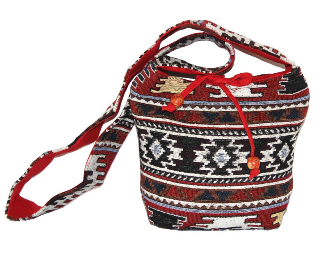 Сумка женская Ethnica, цвет: красный, мультиколор. 20315023008Женская сумка Ethnica изготовлена из текстиля. Дополнена модель широкой удобной лямкой и украшена тонкой вышивкой. Застегивается изделие на застежку-молнию.