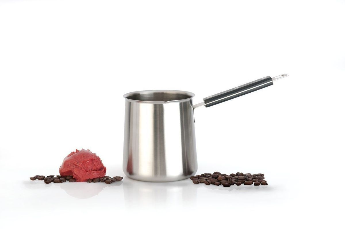 Турка BergHOFF Cubo, цвет: стальной, черный, 400 млVT-1520(SR)Турка для варки кофе BergHOFF Cubo выполнена из нержавеющей стали, которая не впитывает запахи и не образует темный налет. Изделие порадует любителей кофе, ведь сваренный напиток в турке гораздо ароматнее и вкуснее. Изделие оснащено бакелитовой ручкой.Подходит для всех типов плит, кроме индукционных. Высота изделия: 11,5 см.Длина ручки: 8,5 см.