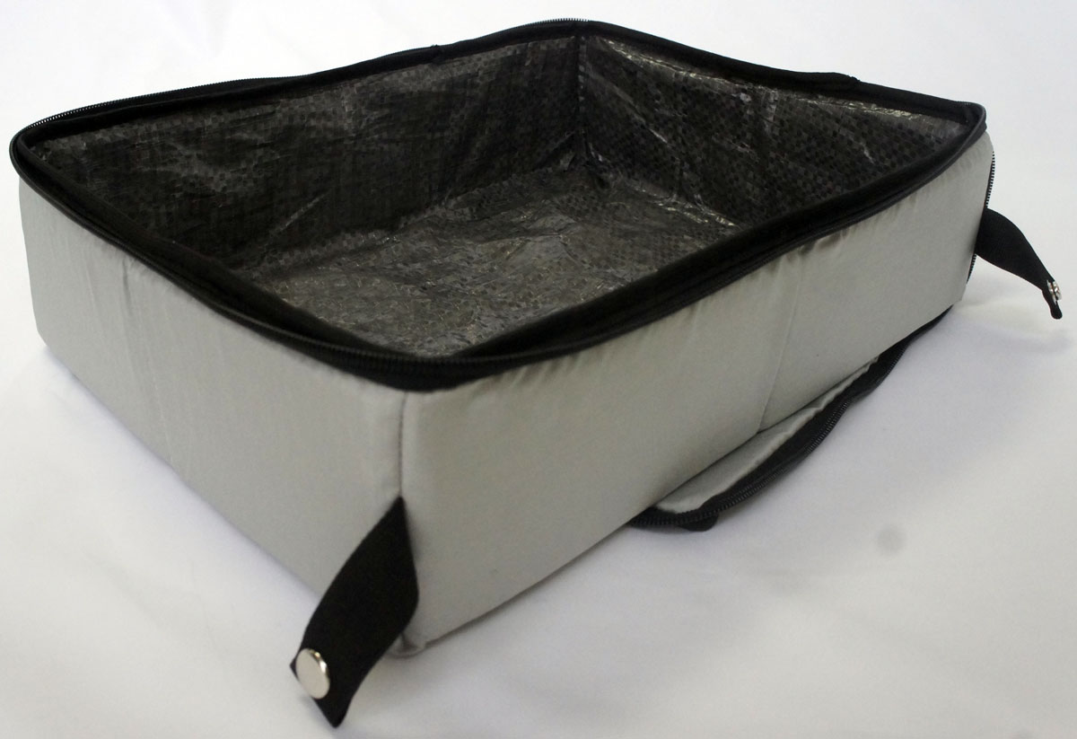 Лоток-туалет Шоу-Петс, дорожный, складной, цвет: хаки, 30 х 40 х 11 см. ЛДСХ20120710Дорожный складной лоток Шоу-Петс имеет крышку, которая по периметру застегивается на молнию и полностью исключает выпадение крошек наполнителя, а так же изолирует запах. Такой дорожный лоток удобно использовать в транспорте, на выставке, в отеле и на даче, лоток легко стирается в стиральной машине и быстро сохнет. Внутренний материал выполнен из специального ламинированного нейлона, что исключает возможность для животного зацепиться когтем при копании наполнителя в лотке.В сложенном виде лоток фиксируется специальной стропой на кнопку и практически не занимает место.
