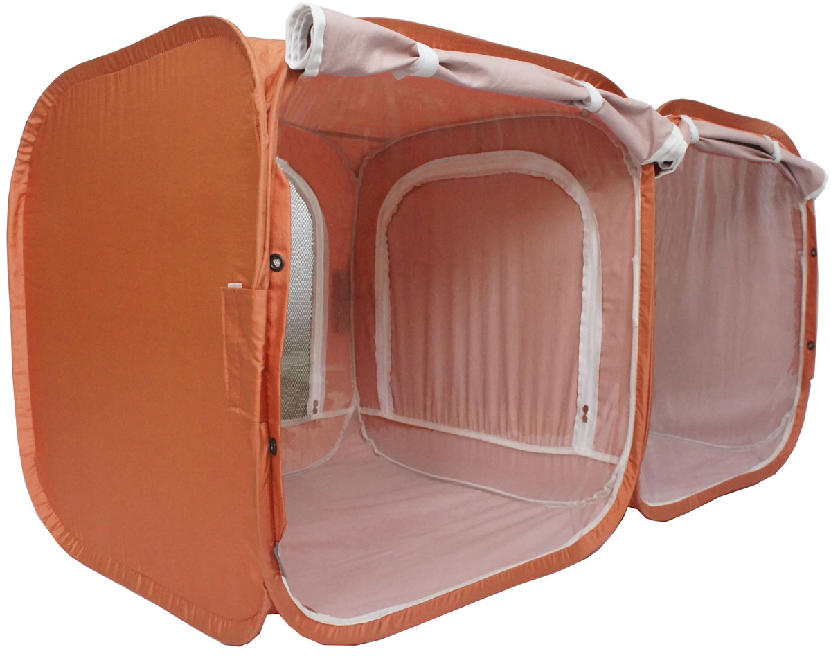 Палатка для выставки животных Шоу-Петс, цвет: корица, 120 х 60 х 60 см. ПВЛ2КПВЛ2КПалатка Шоу-Петс разработана профессиональными заводчиками для тех, кто хочет перемещаться и выставляться со своими питомцами легко и комфортно. Двойная выставочная палатка для кошек состоит из двух отдельных секций 60 х 60 х 60 см, между собой разделены сплошной перегородкой из той же ткани, на молнии, с фиксатором бегунка. Палатка-клетка подойдет для 2 разных животных, которые плохо сидят вместе на выставке в одной палатке-клетке. Для животных, которые хорошо сидят вместе, из такой палатки-клетки можно сделать совершенно комфортное выставочное помещение: в одной комнате находятся животные, а во второй - столовая или туалет (в зависимости от потребности), при этом у каждой секции имеется собственная шторка, которой она закрывается от нежелательных взглядов. Палатку-клетку для выставок можно превратить в односекционную, для этого нужно сложить в плоскость одну из секций.Cо стороны заводчика расположен большой удобный вход в палатку на молнии, бегунки молнии фиксируются крепежом, не позволяющим животному самостоятельно открыть вход и выбраться из палатки. Вместительный чехол с большим передним карманом позволяет упаковать с собой на выставку все необходимые принадлежности, такие как лежанки, лотки, кормушки, корм, наполнитель, принадлежности для груминга и аптечку.Выставочная палатка-клетка 2-комнатная так же идеально подойдет в качестве родильного домика, в котором с комфортом может находиться мама кошка с котятами, имея свободное пространство для лотка и еды. Материал палатки очень прочный и устойчивый на разрыв.В комплекте предусмотрены ремни для крепления к столу, а так же ими удобно фиксировать палатку в поезде на верхней полке или в машине.