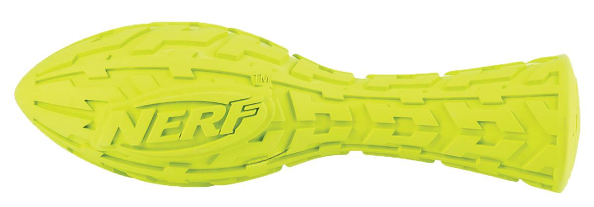 Игрушка для собак Nerf Булава, с пищалкой, 17,5 см0120710Игрушка Nerf выполнена в форме булавы с уникальным рисунком протектора шины.Изготовлена из сверхпрочной резины, что обеспечивает долговечность использования. Она подходит даже для собак с самой мощной челюстью. Пищалка и яркая расцветка привлекут внимание.Оптимальна как для игры с вашим питомцем, так и для отработки команды АпортРазмер М: 17,5 см.