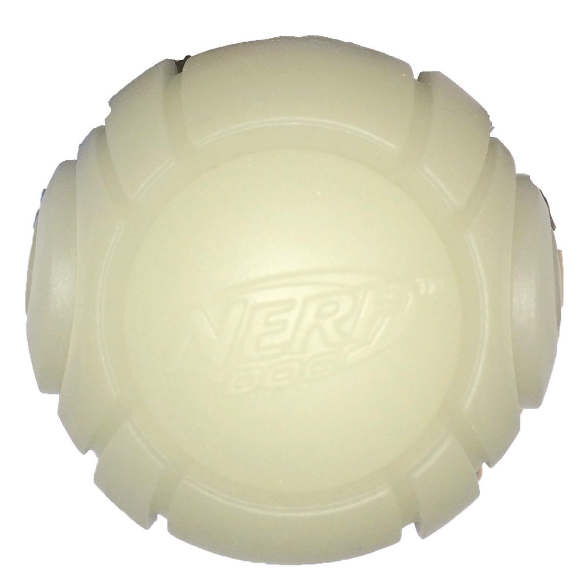 Игрушка для собак Nerf Мяч теннисный для бластера, диаметр 6 см. 30731GLG036Игрушка для собак Nerf Мяч теннисный для бластера, изготовленный из прочной долговечной резины, не позволит скучать вашему питомцу и дома, и на улице. Изделие великолепно подходит для игры и массажа десен вашего питомца. Диаметр мяча: 6 см.