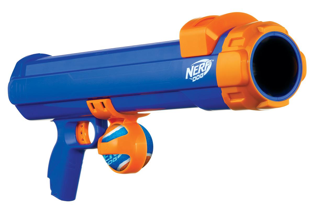 Игрушка для собак Nerf Бластер, 50 см29940Бластер NERF DOG - это: - Мощный и безопасный пусковой механизм; - Пуск мяча на 15 метров; - Автоматический забор мяча; - Море эмоций.Линейка NERF DOG предлагает множество удивительных игрушек для собак, специально предназначенных для захватывающих и интерактивных игр. В коллекции используются высокотехнологичные материалы, обеспечивающие безопасность и прочность.
