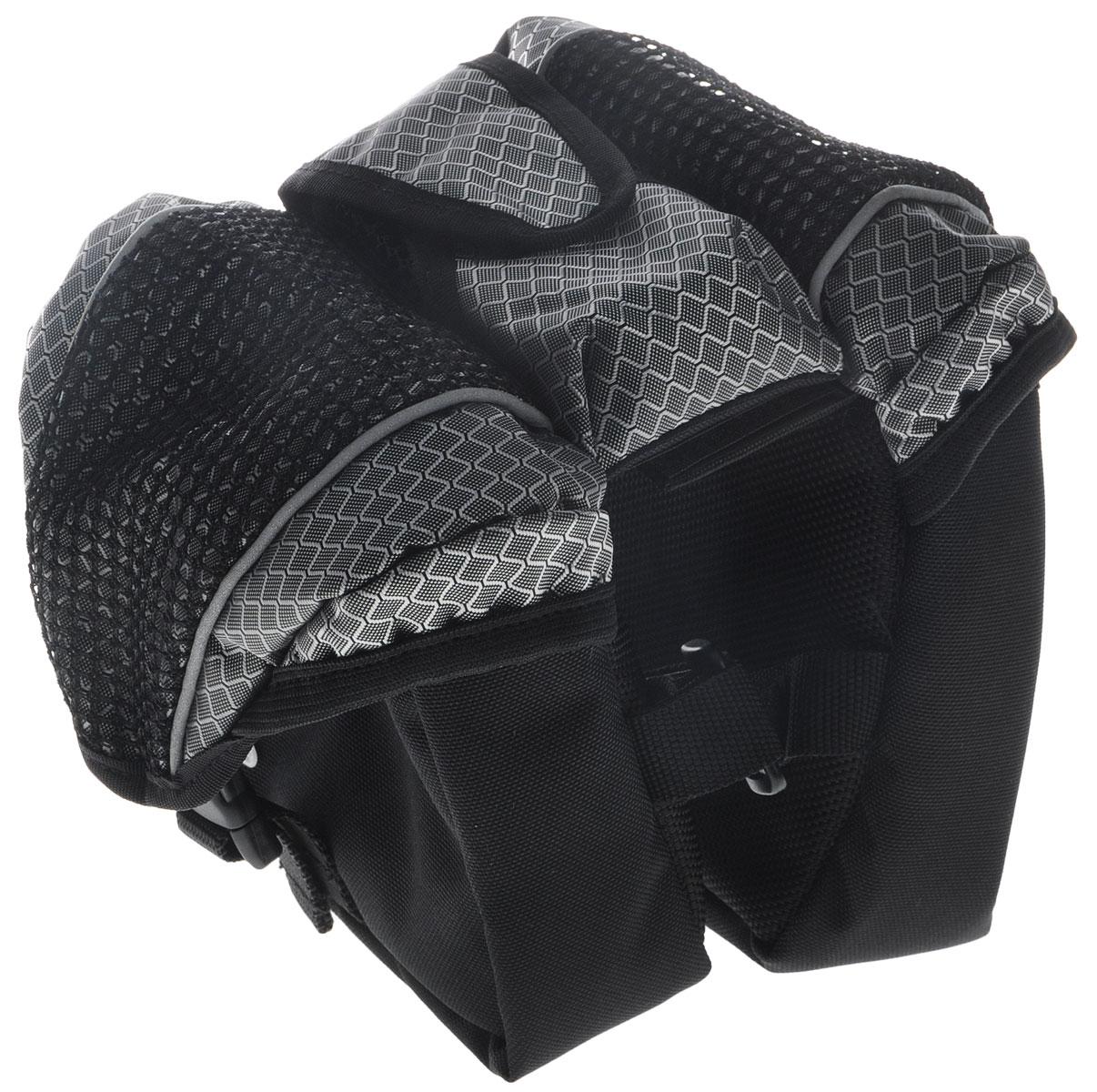 Перекидная сумка на раму велосипеда LotusAIRWHEEL Q3-340WH-BLACKПерекидная сумка на раму Lotus изготовлена из плотного полиэстера и нейлона. Изделие имеет два отделения для хранения мелких вещей. Внутри каждого отделения расположен карман на резинке. Закрываются отделения на пластиковые карабины. Мягкий наполнитель защищает предметы от повреждений во время езды. По центру расположен маленький карман на липучке. Сумка крепится к раме при помощи липучек. Такая стильная и функциональная сумка поможет аккуратно хранить ваши вещи во время поездки на велосипеде.