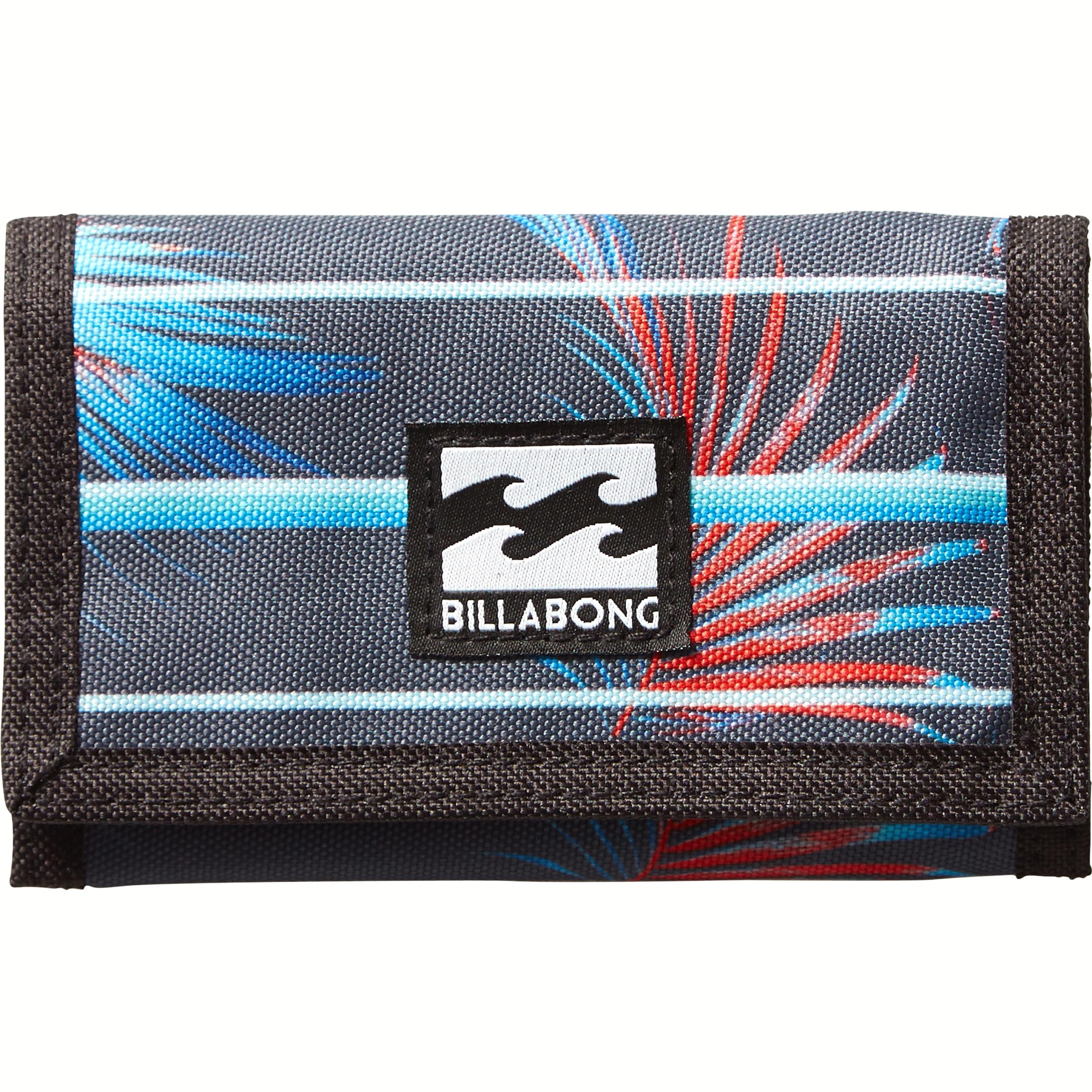Кошелек Billabong Atom Wallet, цвет: черный, красный, голубой. 360786936947677-080-06Классический тряпичный кошелек на липучке Billabong Atom Wallet изготовлен из полиэстера.Кошелек имеет трех-секционный дизайн, оснащен отделением для купюр и карманом для мелочи, а также слотами для карт.Длина кошелька: 13 см.Ширина кошелька: 8 см.