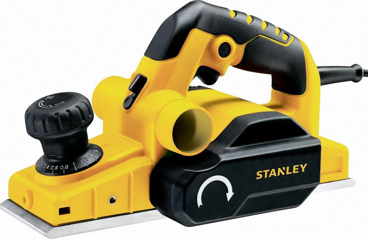 Рубанок Stanley. STPP7502STPP7502Рубанок Stanley предназначен для обработки деревянных поверхностей. Передняя рукоятка совмещена с механизмом регулировки глубины строгания. Стружка удаляется из рабочей зоны через левый или правый патрубок. Для сохранения чистоты рабочего места можно присоединять мешок или пылесос. Модель имеет 3 V-образных паза, что делает снятие фаски более легким.