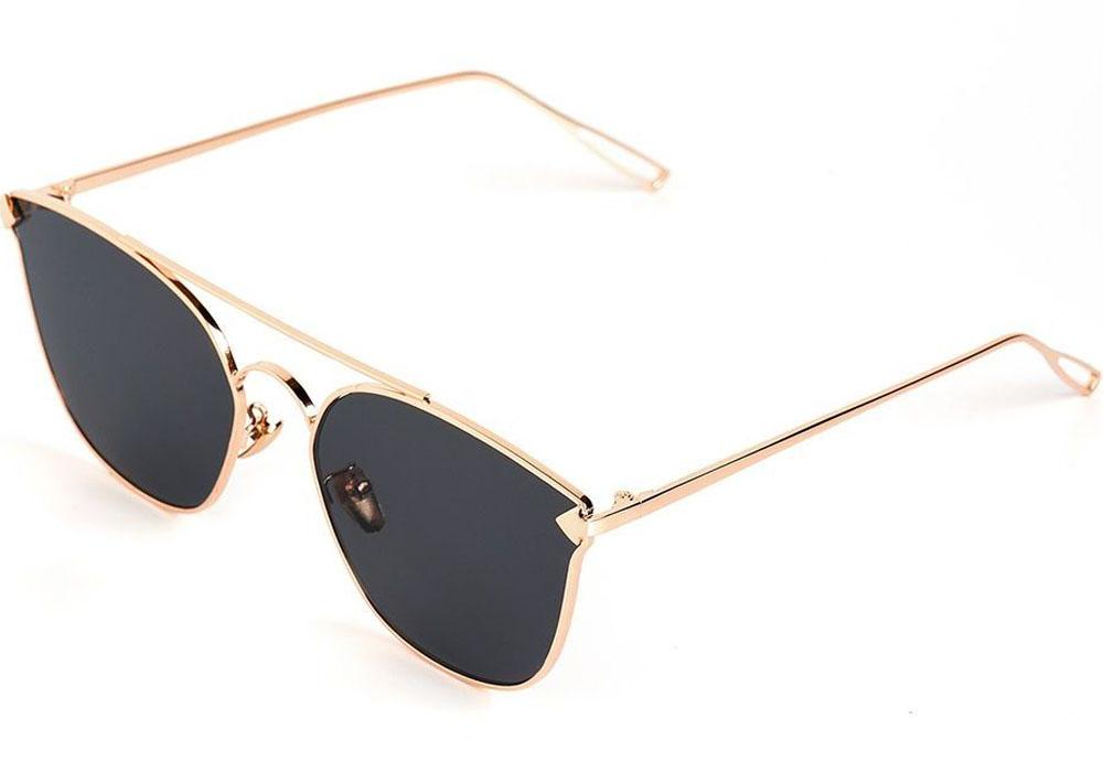 Очки солнцезащитные женские Selena, цвет: золотистый, черный. 80035461BM8434-58AEСолнцезащитные женские очки Selena выполнены из качественного материала. Линзы очков обеспечивают 100% защиту от ультрафиолетовых лучей.Такие очки защитят глаза от ультрафиолетовых лучей, подчеркнут вашу индивидуальность и сделают ваш образ завершенным.Размер (ширина линзы*ширина моста-длина дужки) 55*17-155.