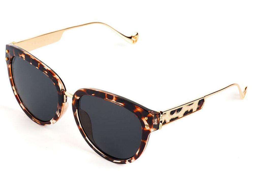 Очки солнцезащитные женские Selena, цвет: золотистый, коричневый. 8003561177-080-06Солнцезащитные женские очки Selena выполнены из качественного материала. Линзы очков обеспечивают 100% защиту от ультрафиолетовых лучей.Такие очки защитят глаза от ультрафиолетовых лучей, подчеркнут вашу индивидуальность и сделают ваш образ завершенным. Размер (ширина линзы*ширина моста-длина дужки) 56*10-140.