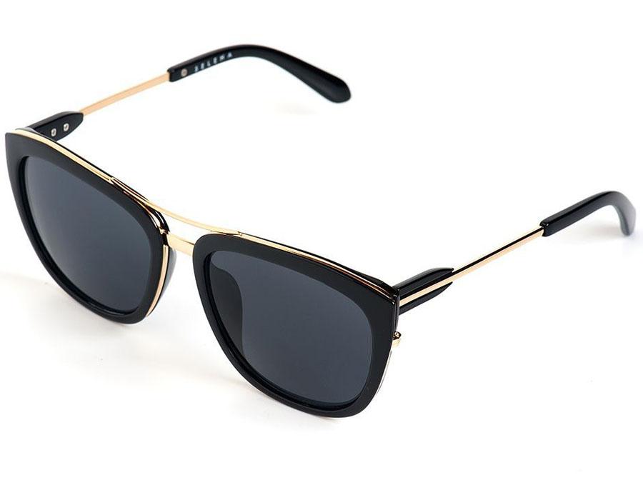 Очки солнцезащитные женские Selena, цвет: золотистый, черный. 80035821INT-06501Солнцезащитные женские очки Selena выполнены из качественного материала. Линзы очков обеспечивают 100% защиту от ультрафиолетовых лучей.Такие очки защитят глаза от ультрафиолетовых лучей, подчеркнут вашу индивидуальность и сделают ваш образ завершенным.Размер (ширина линзы*ширина моста-длина дужки) 57*20-145.
