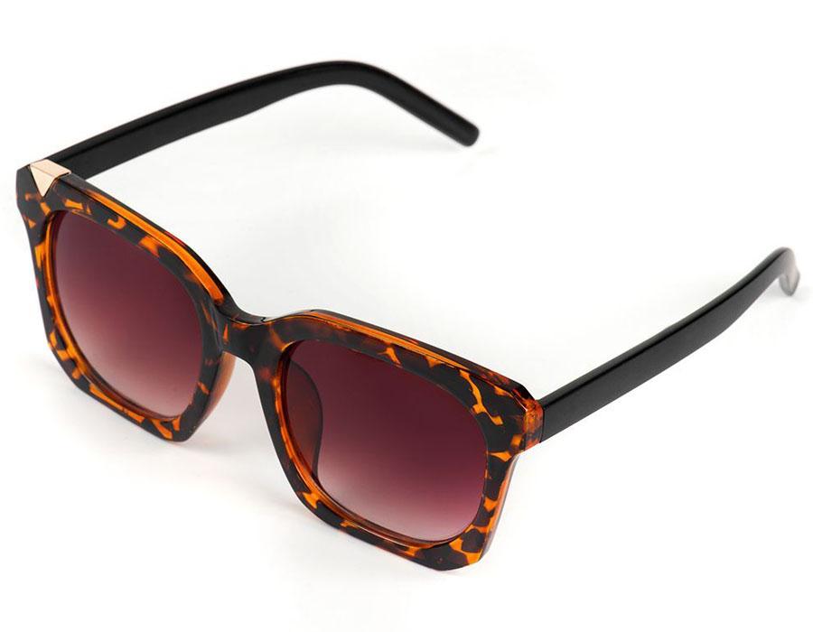 Очки солнцезащитные женские Selena, цвет: коричневый. 80035991BM8434-58AEСолнцезащитные женские очки Selena выполнены из качественного материала. Линзы очков обеспечивают 100% защиту от ультрафиолетовых лучей.Такие очки защитят глаза от ультрафиолетовых лучей, подчеркнут вашу индивидуальность и сделают ваш образ завершенным.Размер (ширина линзы*ширина моста-длина дужки) 54*22-145.