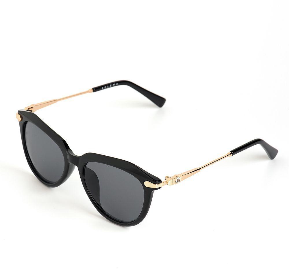 Очки солнцезащитные женские Selena, цвет: черный. 80036201EQW-M710DB-1A1Солнцезащитные женские очки Selena выполнены из качественного материала. Линзы очков обеспечивают 100% защиту от ультрафиолетовых лучей.Такие очки защитят глаза от ультрафиолетовых лучей, подчеркнут вашу индивидуальность и сделают ваш образ завершенным.Размер (ширина линзы*ширина моста-длина дужки) 50*19-135.