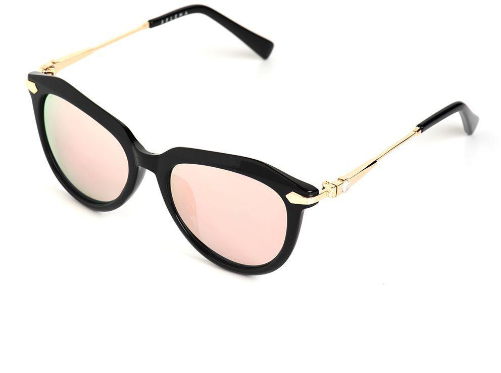 Очки солнцезащитные женские Selena, цвет: золотистый, черный. 80036211BM8434-58AEСолнцезащитные женские очки Selena выполнены из качественного материала. Линзы очков обеспечивают 100% защиту от ультрафиолетовых лучей.Такие очки защитят глаза от ультрафиолетовых лучей, подчеркнут вашу индивидуальность и сделают ваш образ завершенным.Размер (ширина линзы*ширина моста-длина дужки) 50*19-135.
