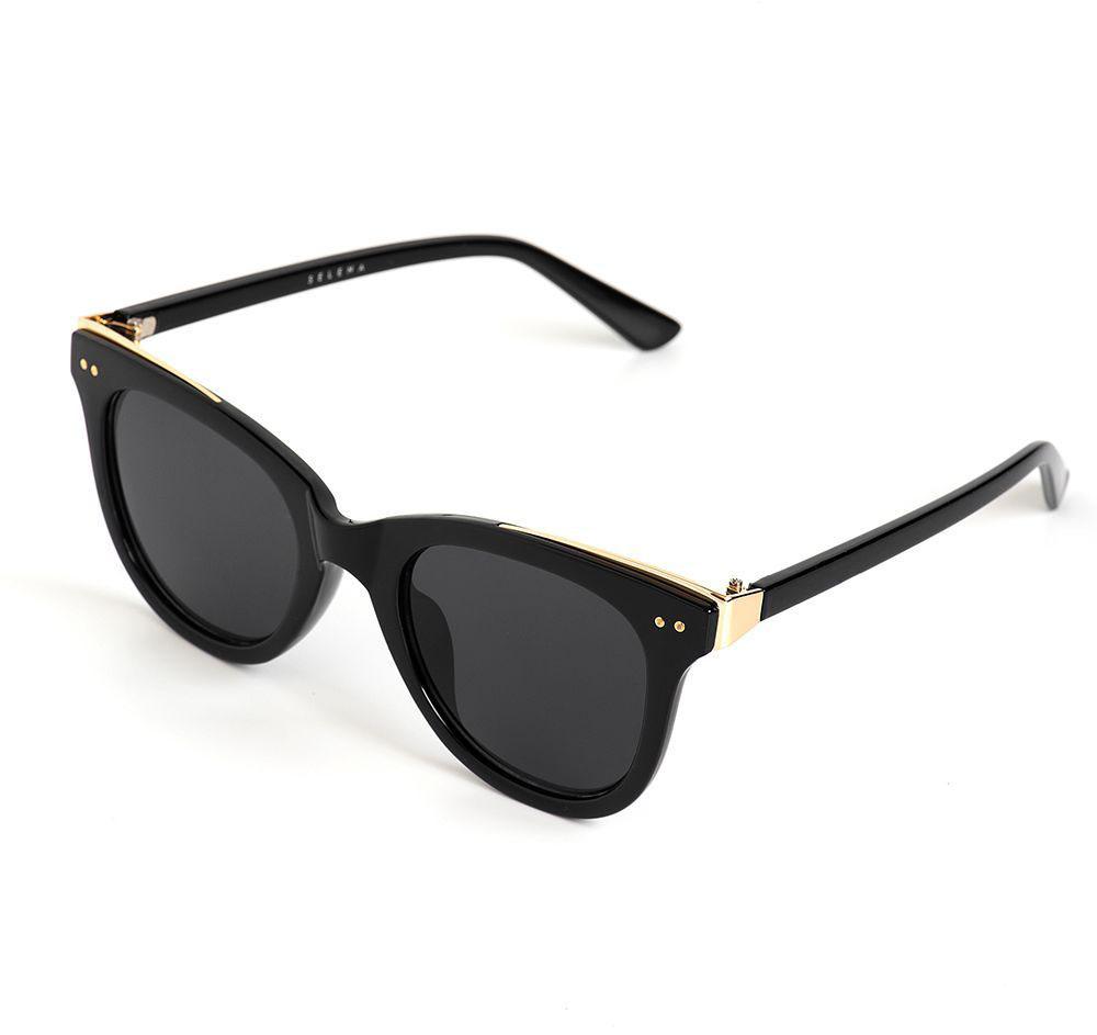 Очки солнцезащитные женские Selena, цвет: золотистый, черный. 80036291INT-06501Солнцезащитные женские очки Selena выполнены из качественного материала. Линзы очков обеспечивают 100% защиту от ультрафиолетовых лучей.Такие очки защитят глаза от ультрафиолетовых лучей, подчеркнут вашу индивидуальность и сделают ваш образ завершенным.Размер (ширина линзы*ширина моста-длина дужки) 53*21-142.