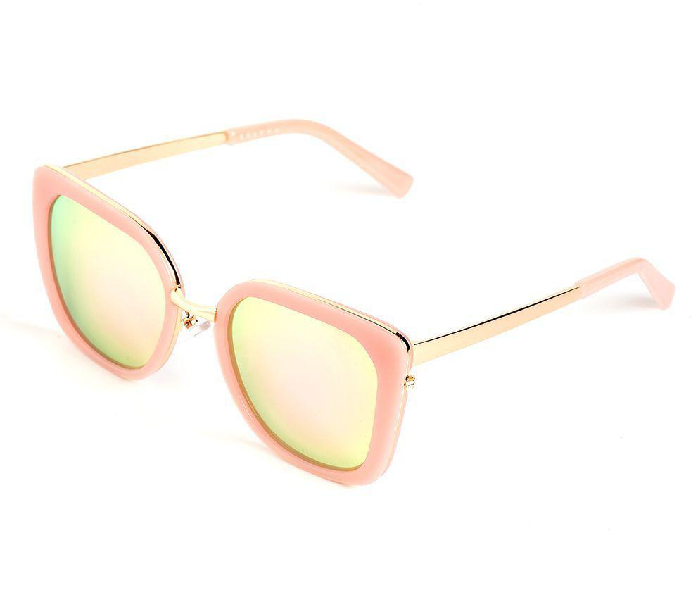 Очки солнцезащитные женские Selena, цвет: золотистый, розовый. 80036381INT-06501Солнцезащитные женские очки Selena выполнены из качественного материала. Линзы очков обеспечивают 100% защиту от ультрафиолетовых лучей.Такие очки защитят глаза от ультрафиолетовых лучей, подчеркнут вашу индивидуальность и сделают ваш образ завершенным.Размер (ширина линзы*ширина моста-длина дужки) 54*21-138.