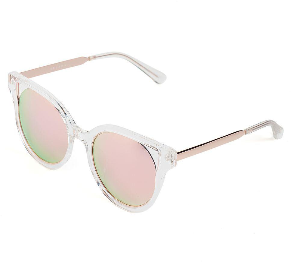Очки солнцезащитные женские Selena, цвет: золотистый, серый. 80036461BM8434-58AEСолнцезащитные женские очки Selena выполнены из качественного материала. Линзы очков обеспечивают 100% защиту от ультрафиолетовых лучей.Такие очки защитят глаза от ультрафиолетовых лучей, подчеркнут вашу индивидуальность и сделают ваш образ завершенным.Размер (ширина линзы*ширина моста-длина дужки) 61*19-138.