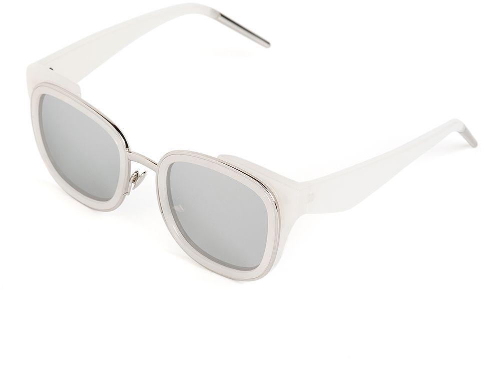 Очки солнцезащитные женские Selena, цвет: серебристый, серый. 80036571BM8434-58AEСолнцезащитные женские очки Selena выполнены из качественного материала. Линзы очков обеспечивают 100% защиту от ультрафиолетовых лучей.Такие очки защитят глаза от ультрафиолетовых лучей, подчеркнут вашу индивидуальность и сделают ваш образ завершенным.Размер (ширина линзы*ширина моста-длина дужки) 49*15-145.