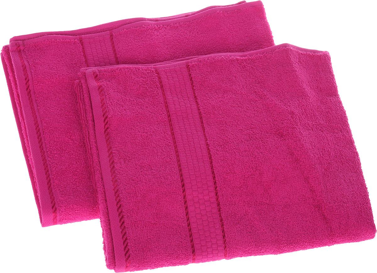 Набор махровых полотенец Aisha Home Textile, цвет малиновый, 50 см х 90 см, 2 штУНП-А-012Набор Aisha Home Textile состоит из двух махровых полотенец, выполненных из натурального 100% хлопка. Изделия отлично впитывают влагу, быстро сохнут, сохраняют яркость цвета и не теряют формы даже после многократных стирок.Полотенца Aisha Home Textile очень практичны и неприхотливы в уходе.Комплектация: 2 шт.