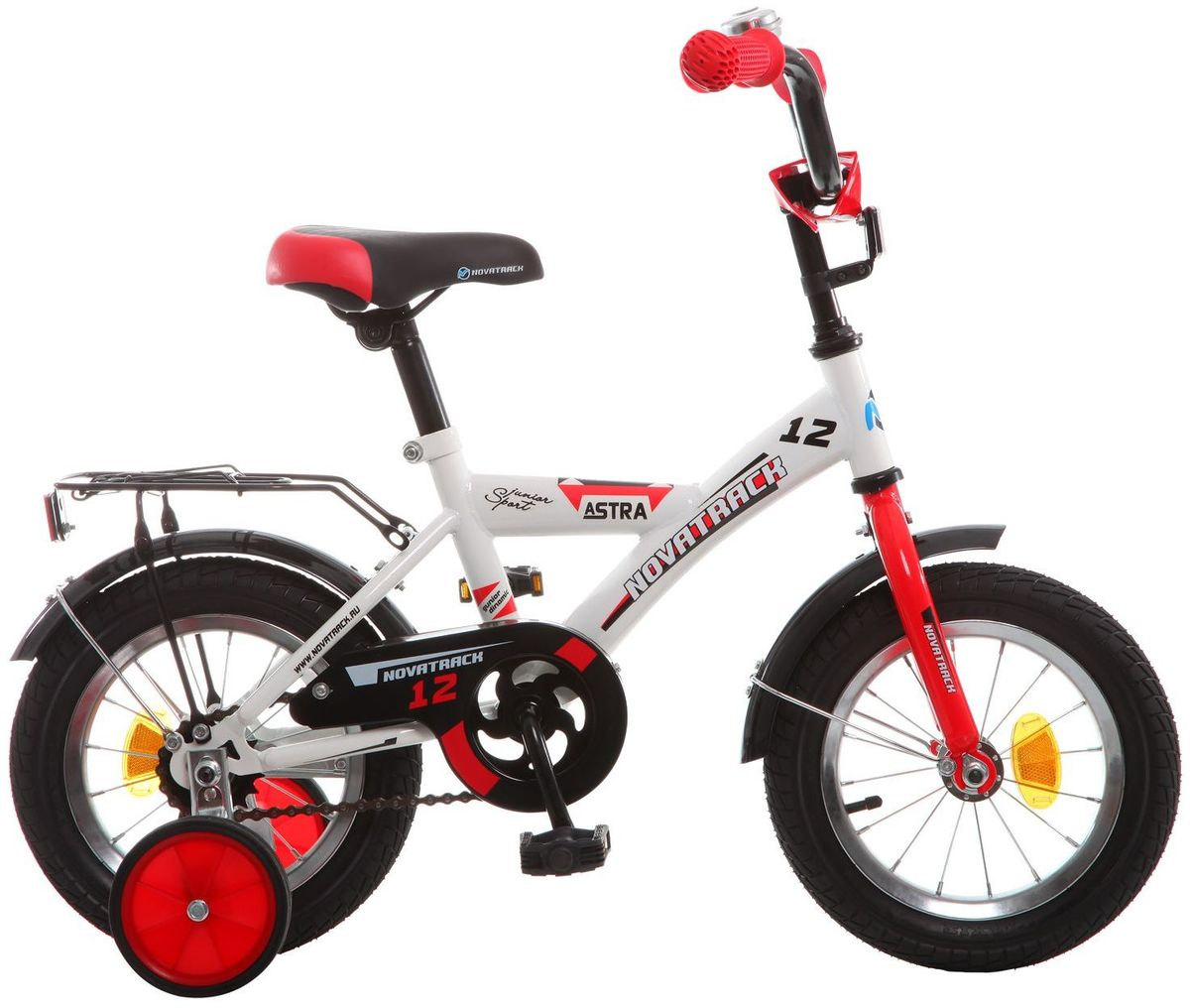Велосипед детский Novatrack Astra, цвет: белый, красный, черный, 12WRA523700Хотите, чтобы ваш ребенок играя укреплял здоровье? Тогда ему нужен удобный и надежный велосипед Novatrack Astra, рассчитанный на малышей 2-4 лет. Одного взгляда малыша хватит, чтобы раз и навсегда влюбиться в свой новенький двухколесный транспорт, который сначала можно назвать и четырехколесным. Дополнительную устойчивость железному коню обеспечивают два маленьких съемных колеса в цвет велосипеда. Велосипед собран на базе рамы с универсальной геометрией, которая позволяет легко взобраться или слезть с велосипеда, при этом велосипед имеет такой вес, что маленький ребенок сам легко справляется со своим транспортным средством. Так как велосипед предназначен для самых маленьких, предусмотрен ограничитель поворота руля, который не позволит сильно завернуть руль и упасть. Еще один элемент безопасности – это защита цепи, которая оберегает одежду и ноги малыша от попадания в механизм. Стильные крылья защитят от грязи и брызг, а на багажнике ребенок сможет перевозить массу полезных в дороге вещей. Данная модель маневренна и легко управляется, поэтому ребенку будет несложно и интересно учиться езде.
