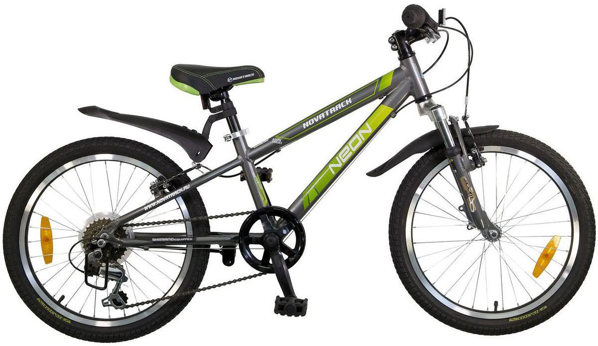 Велосипед детский Novatrack Neon, цвет: темно-серый, зеленый, 2020AH6V.NEON.GR5Novatrack Neon – это по-настоящему безопасный и стильный велосипед. Рассчитан он на ребят 7-10 лет и оснащен по последнему слову техники. В частности велосипед оборудован системой переключения, рассчитанной на 6 скоростей, тормозами V-brake, прекрасно зарекомендовавшими себя на многочисленных тестах. Все узлы и детали выполнены из сверхлегкого и суперпрочного алюминия, а крылья – из инновационного пластика. Цепь надежно защищена специальным кожухом, предотвращающим поломки и попадания одежды в механизм. Небольшой вес велосипеда дает ребенку возможность самостоятельно выносить свое двухколесное транспортное средство на улицу. Катафоты призваны увеличить безопасность и заметность велосипеда на дороге.