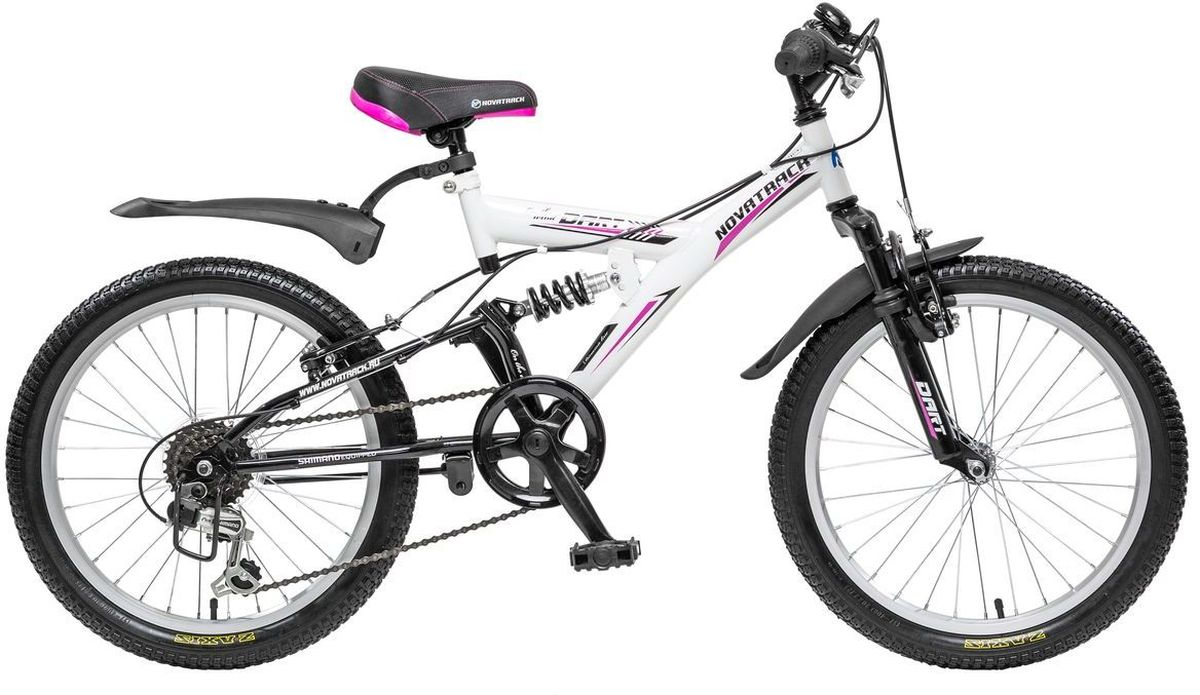 Велосипед детский Novatrack Dart, цвет: черный, белый, 20RA-Велосипед Novatrack Dart 20'' это один из велосипедов, который чаще всего выбирают ребята 7-10 лет. А в этом возрасте они уже четко знают, чего хотят! Передний и задний амортизаторы, как на больших спортивных велосипедах, переключатель скоростей на руле, целых два тормоза – передний и задний, которыми, как показывает практика, дети быстро учатся управлять. Велосипед оборудован мягким регулируемым седлом, которое обеспечит удобную посадку во время катания. Руль велосипеда также регулируется по высоте, благодаря чему велосипед долго будет соответствовать росту ребенка. Dart 20'' самая подходящая модель для катания не только во дворе, но и в парках, а также за городом.